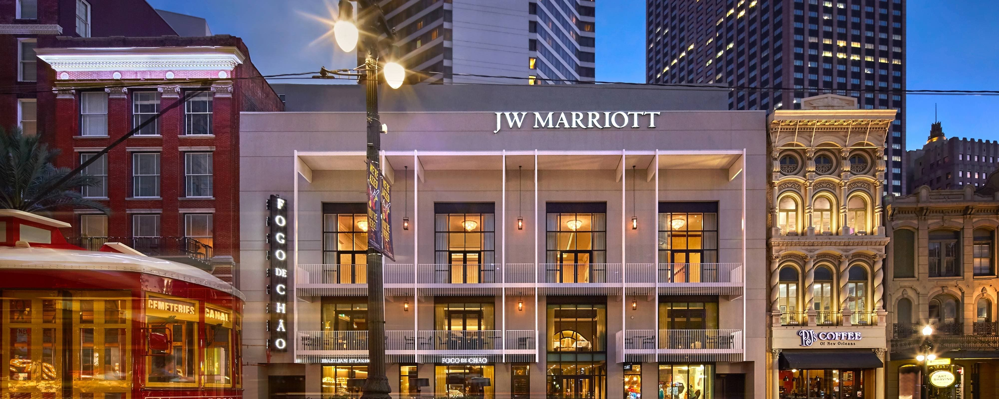luxury hotel in new orleans la jw marriott new orleans. Black Bedroom Furniture Sets. Home Design Ideas