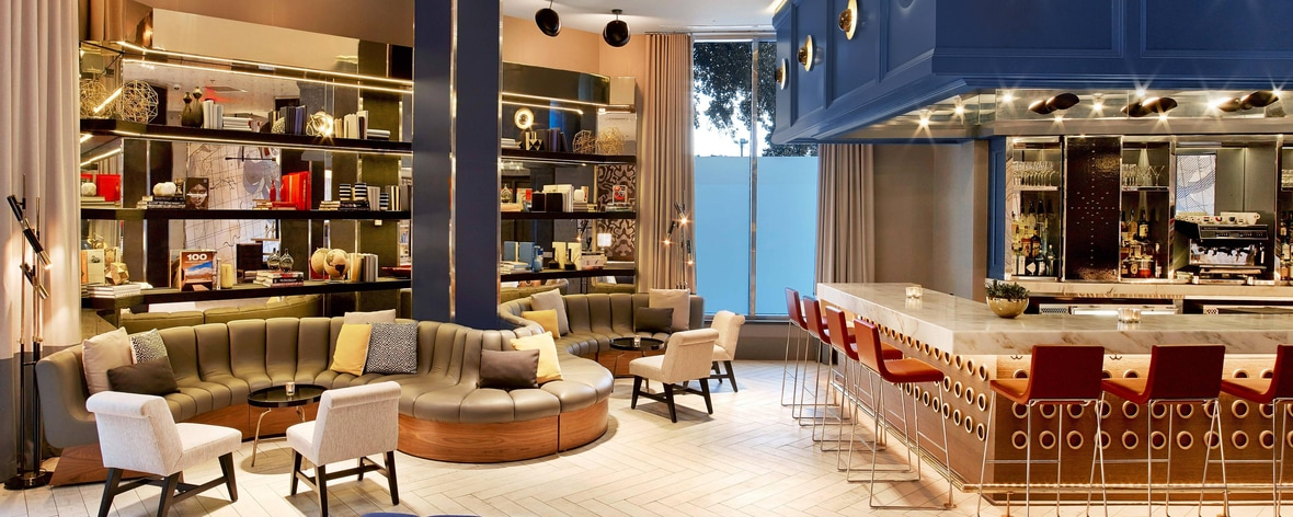 Longitude 90 cafe and Bar at Le Meridien Hub