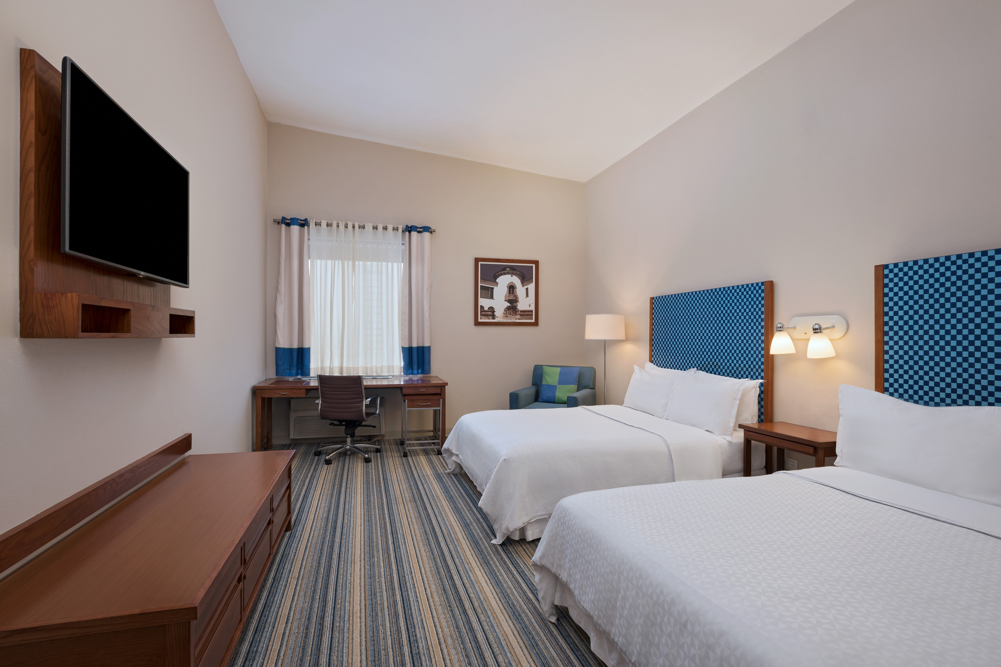 Executive-Gästezimmer mit zwei Queensize-Betten