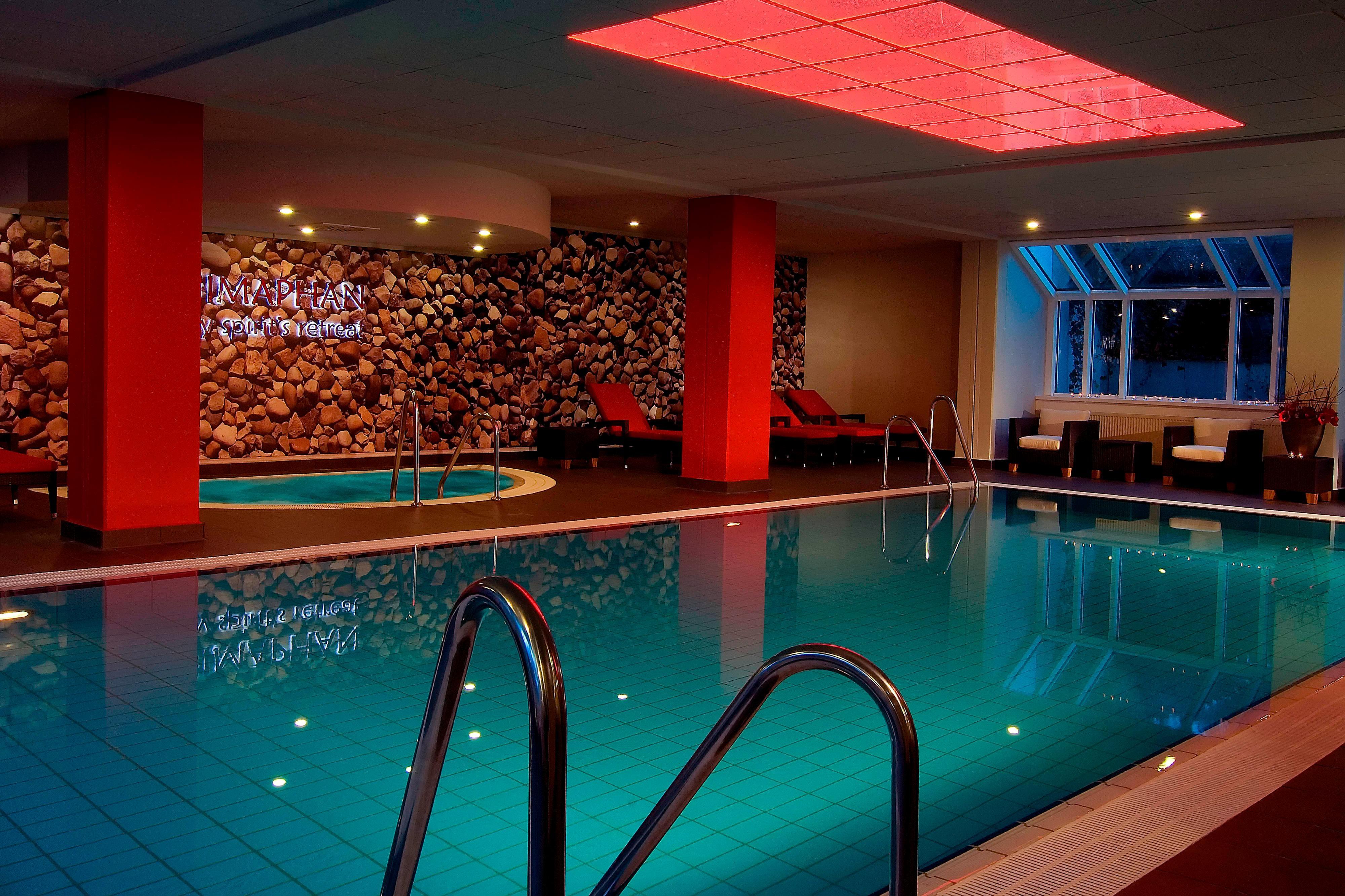 Hotel in München: Himaphan Innenpool