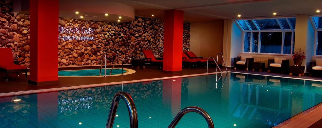 Hotel en Múnich: Piscina interior Himaphan