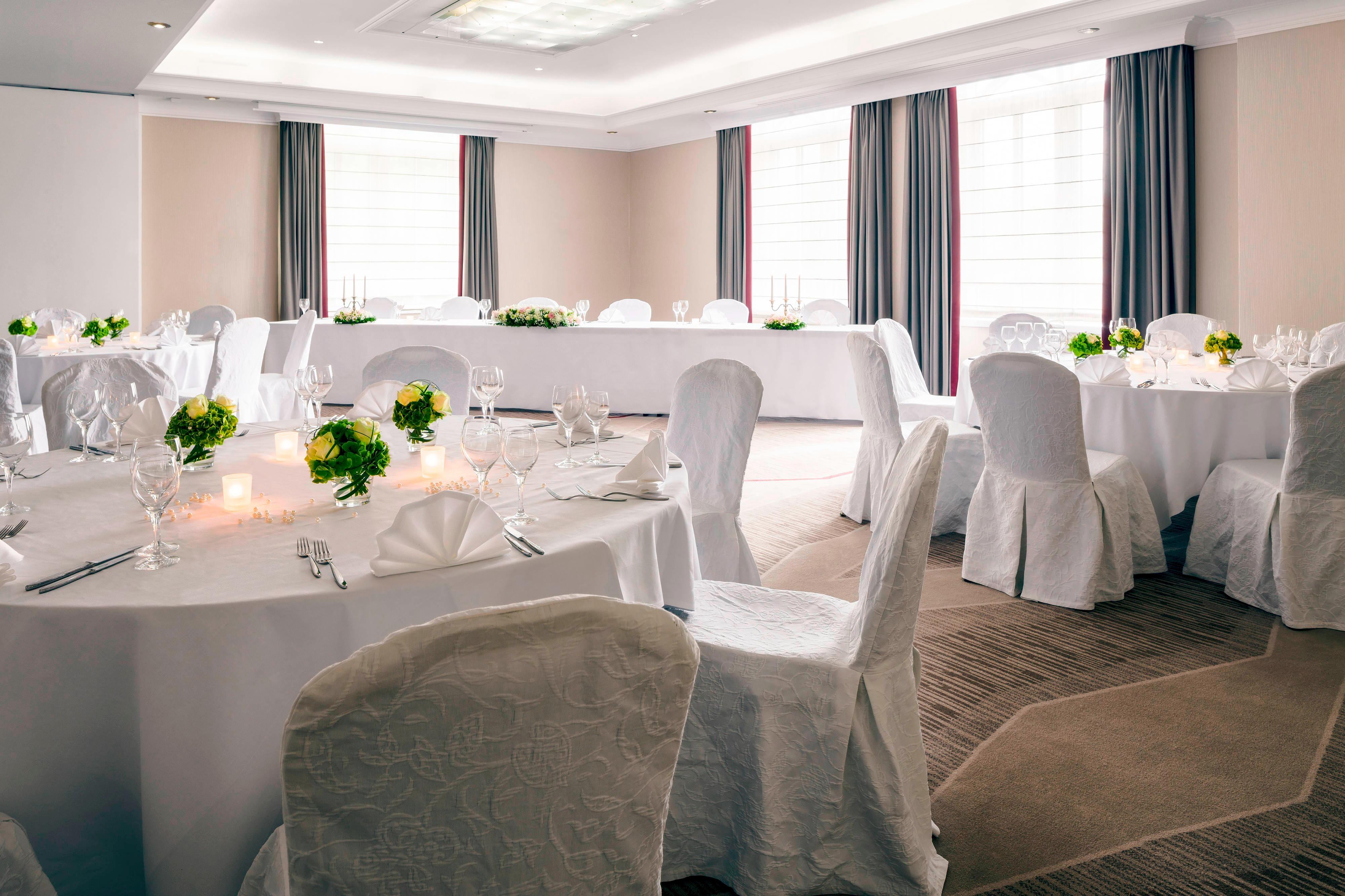 Ballsaal in München– Aufbau für eine Hochzeit