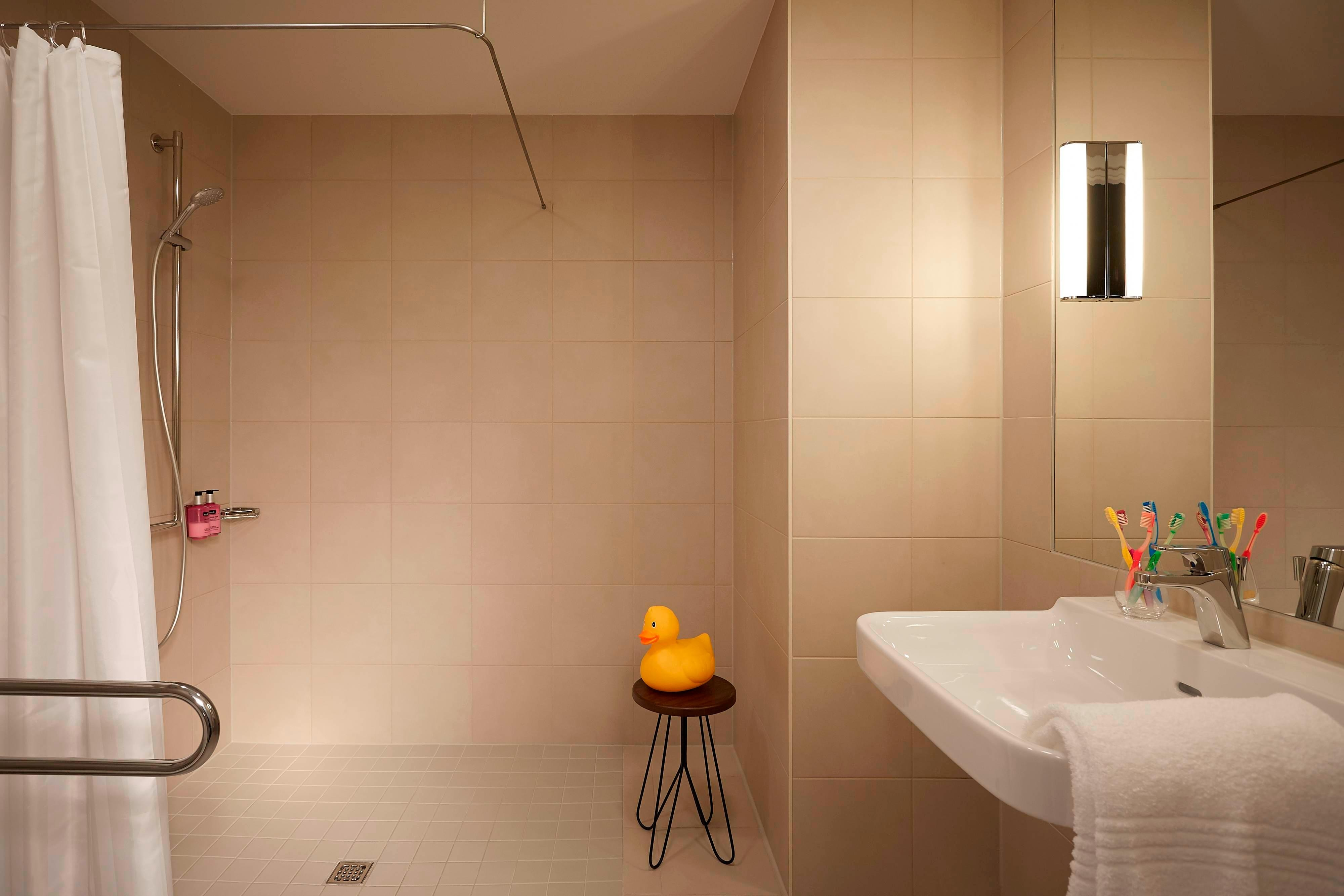 Moxy Large Bathroom