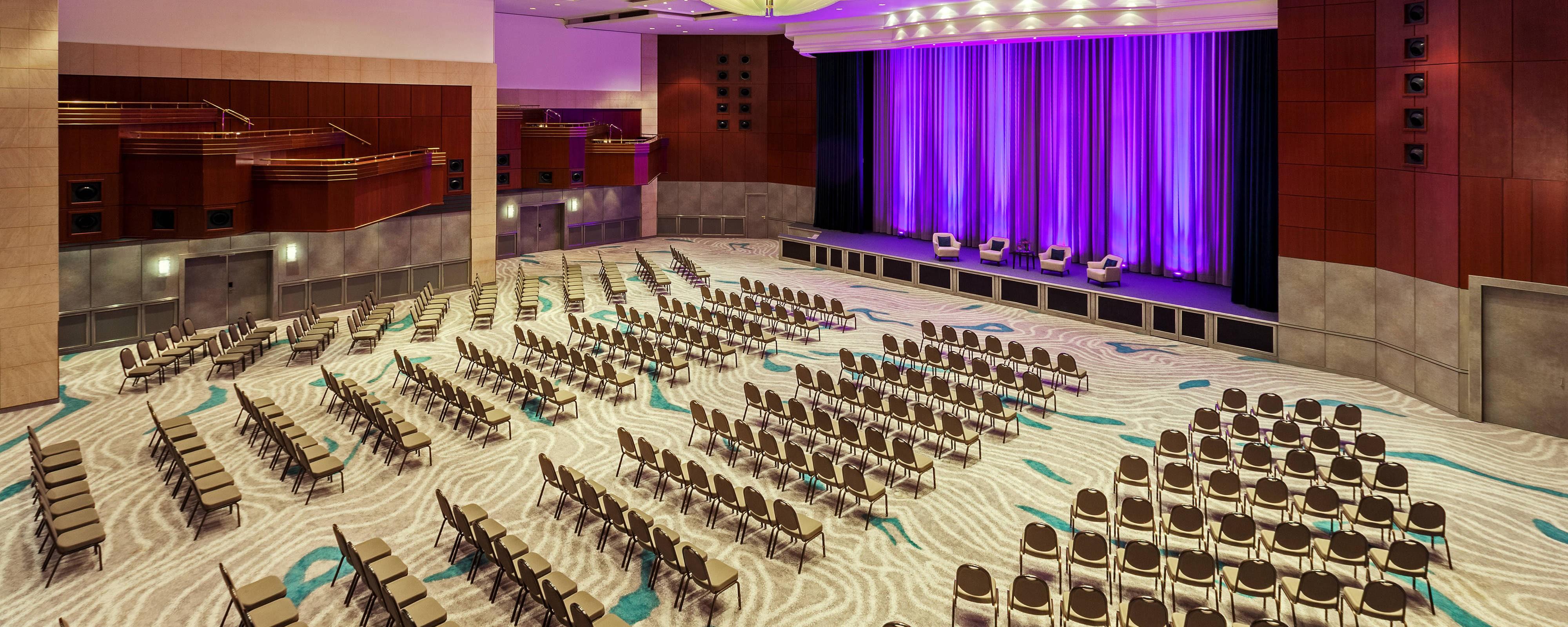 Большой бальный зал— театральная рассадка
