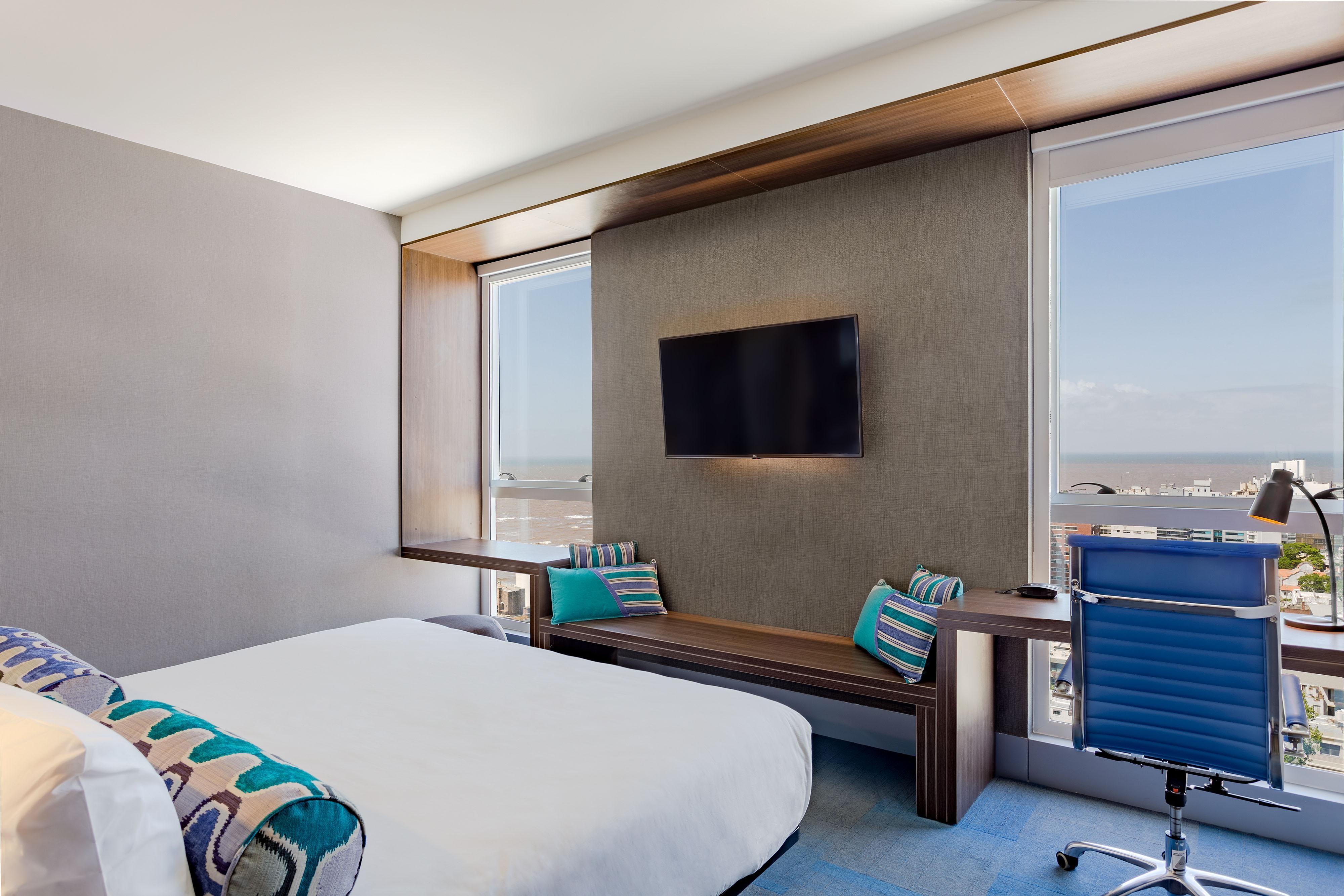 Chambre vue rivière avec très grand lit double