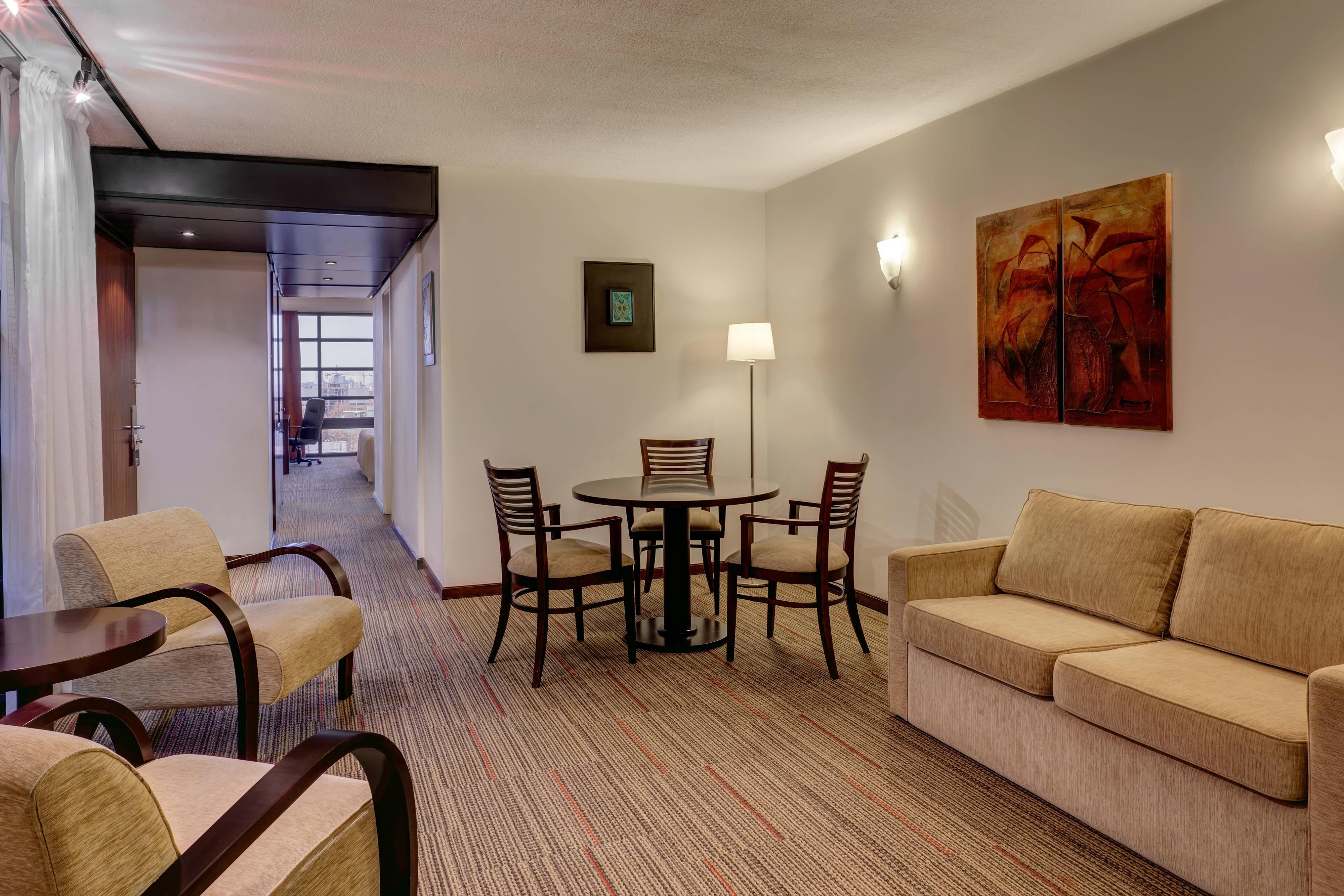 Sala de estar da suíte Habitación