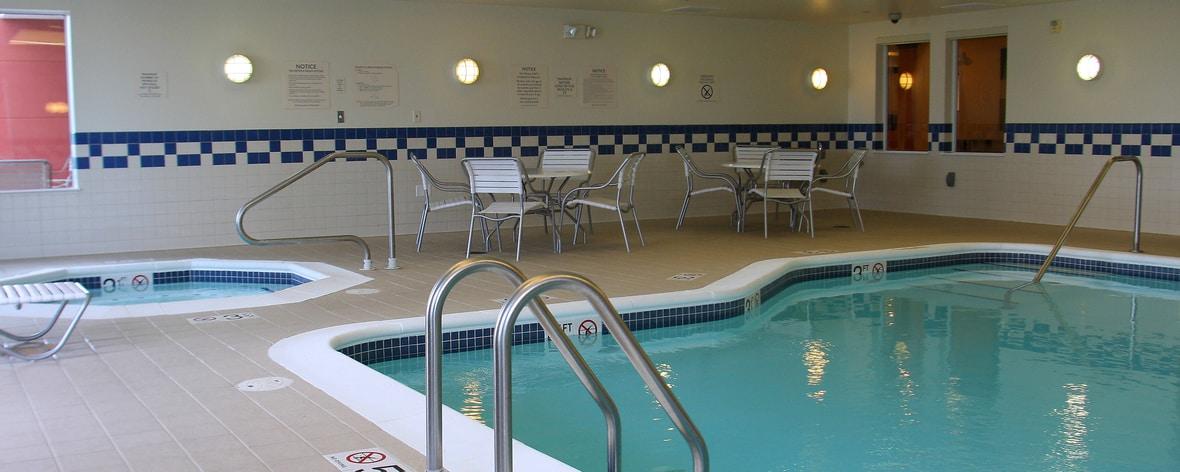 Piscine et bain à remous intérieurs