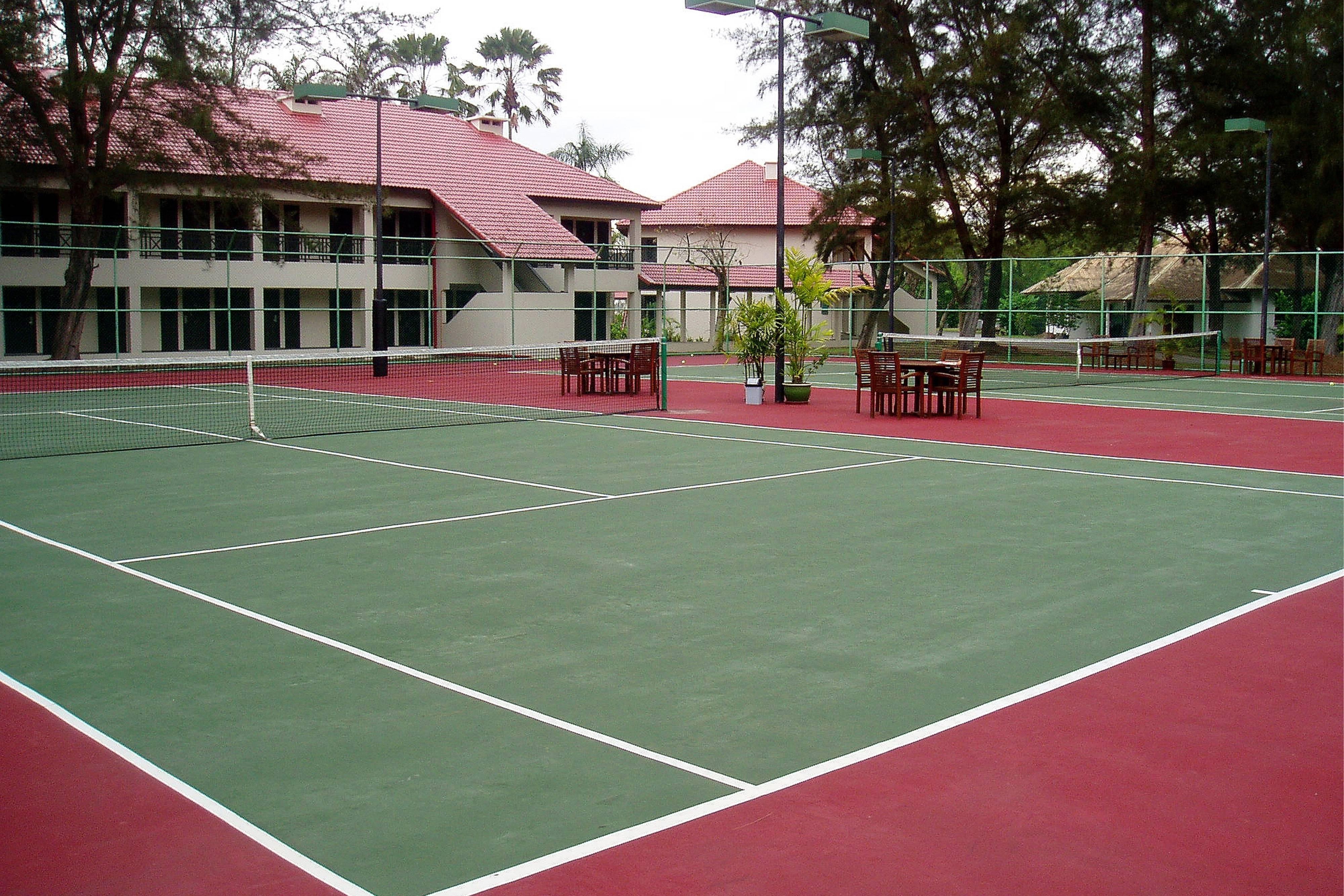 ミリ・マリオットのテニスコート
