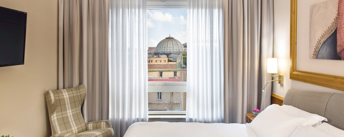 Renaissance Naples Hotel Mediterraneo In The City Centre