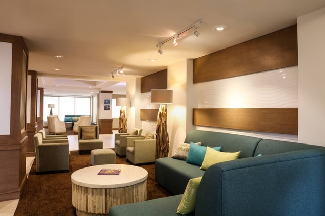 Sip on handcrafted cocktails as you socialize with loved ones and travel companions in our spacious lobby bar. Relax in the lounge as you meet with friends and make new ones.