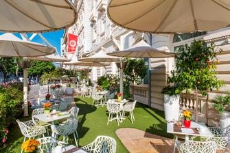 Terrasse du bar de notre hôtel de Nice