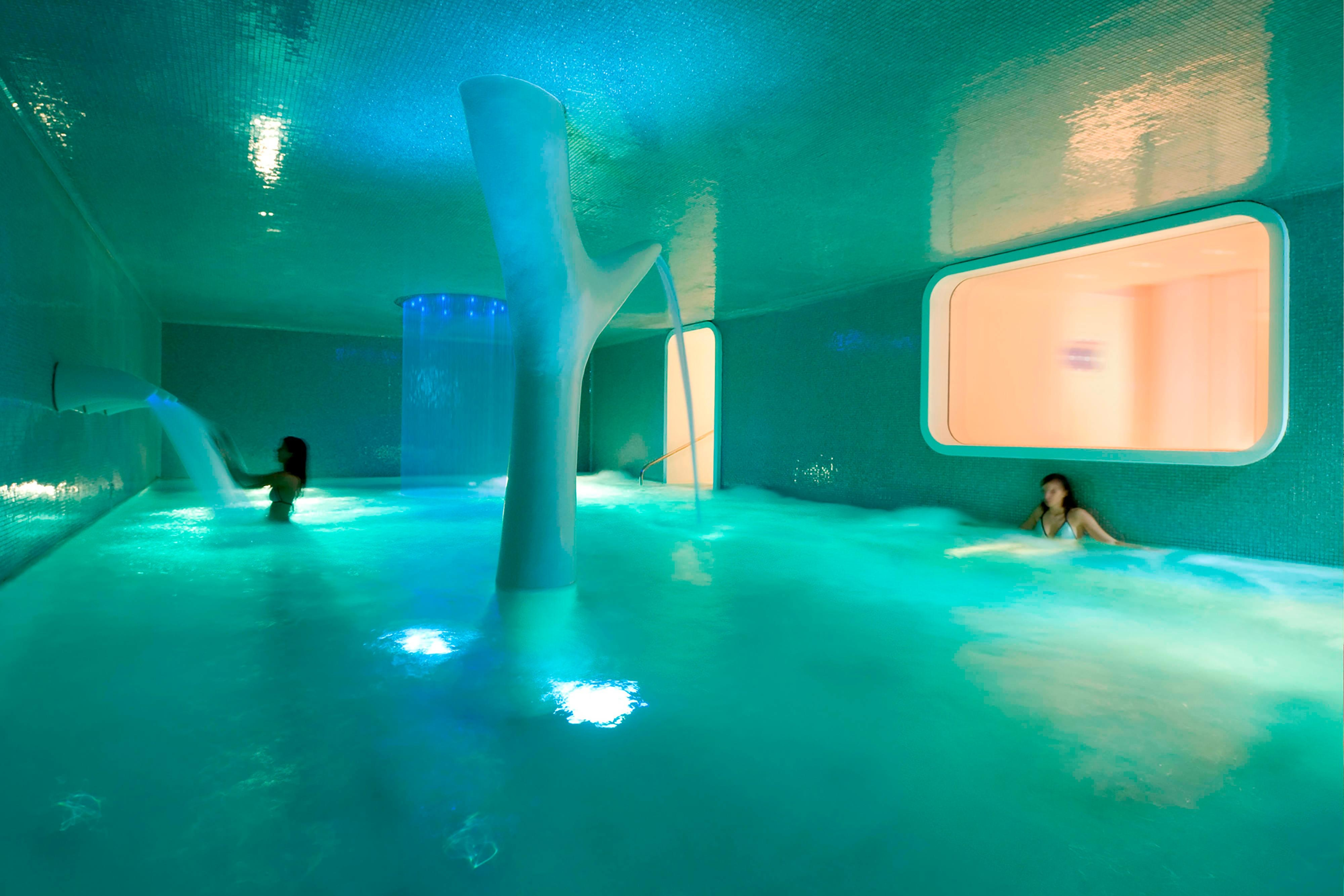 Spa indoor pool in Nice