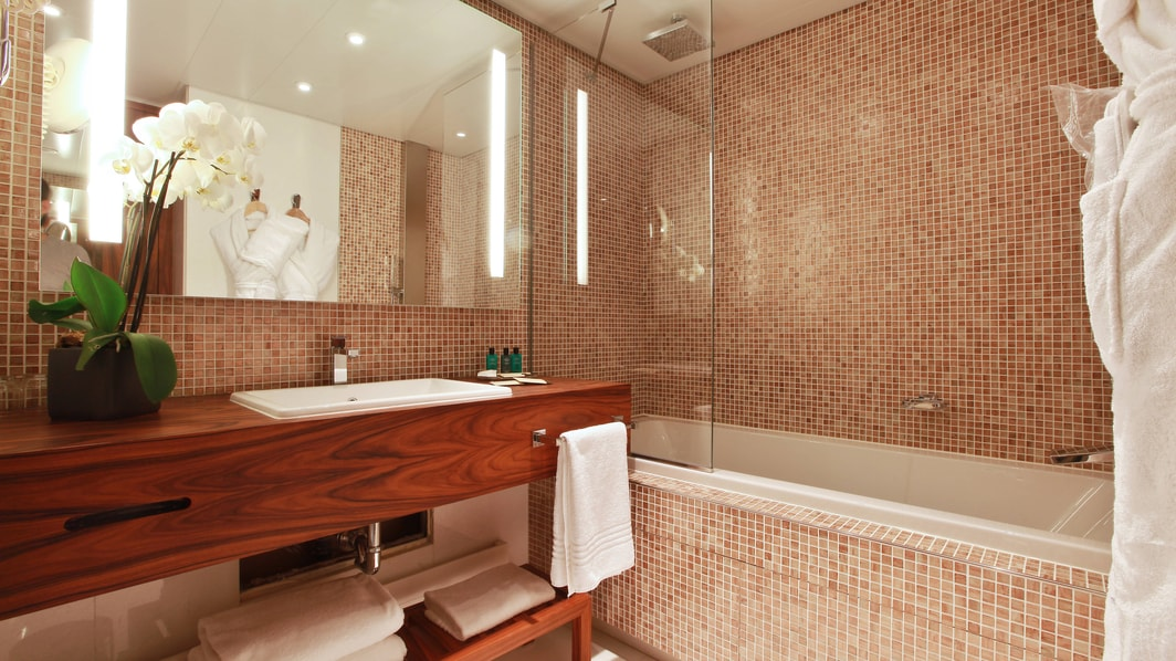Cannes luxury hotel guest bathroom