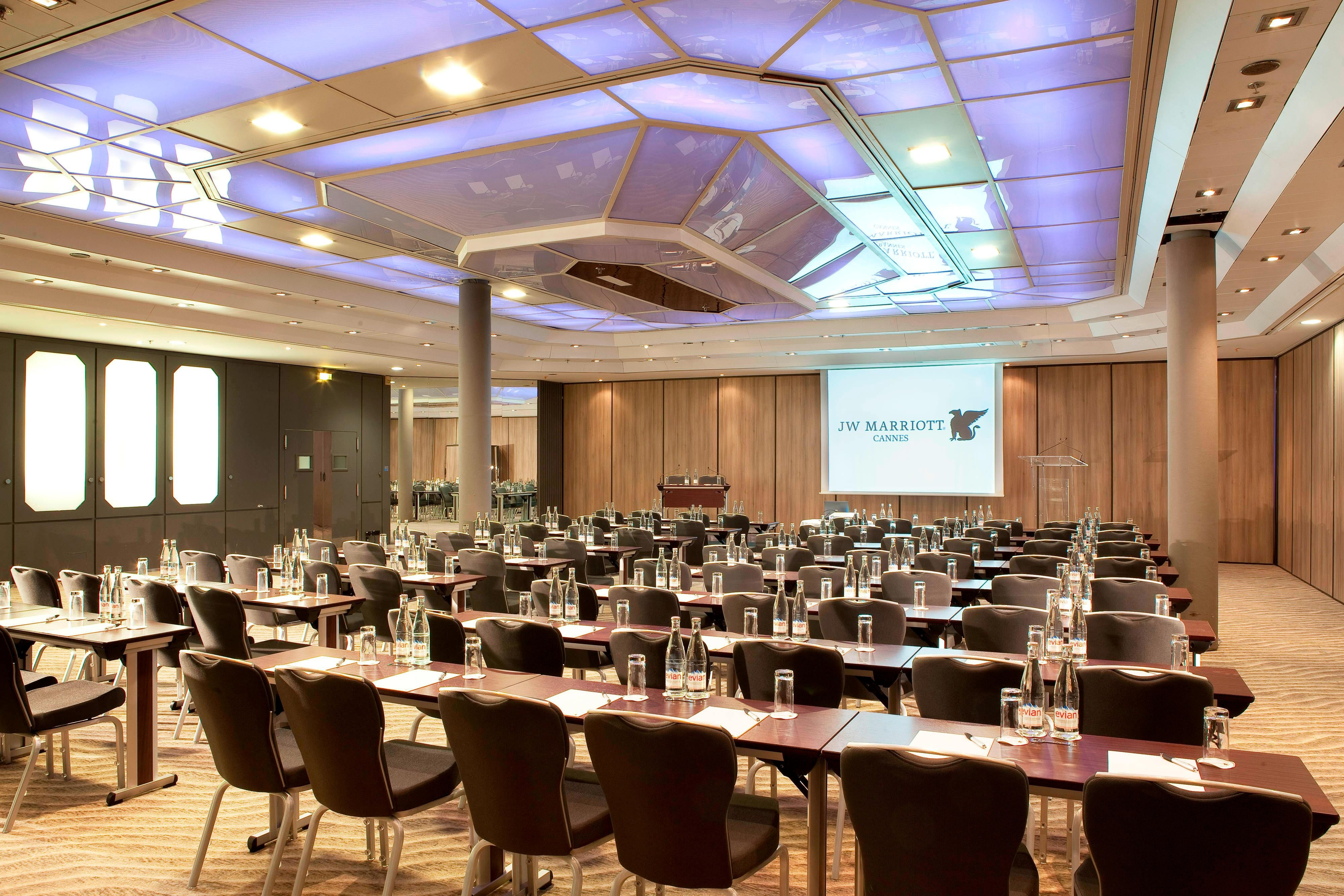 Cannes meeting space in hotel