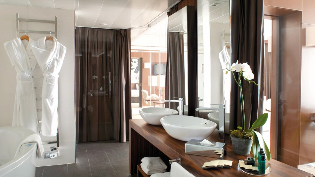 Cannes Hotel Suite Bathroom