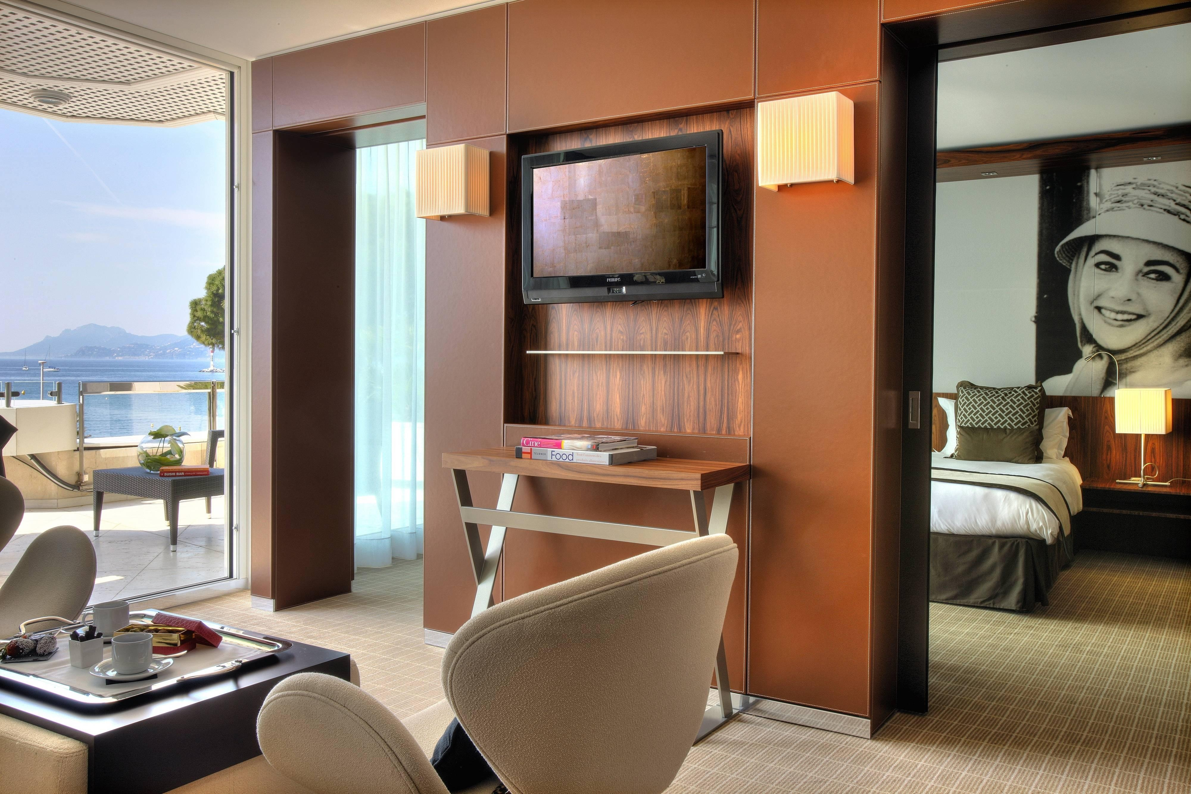 Cannes Hotel Suite Room