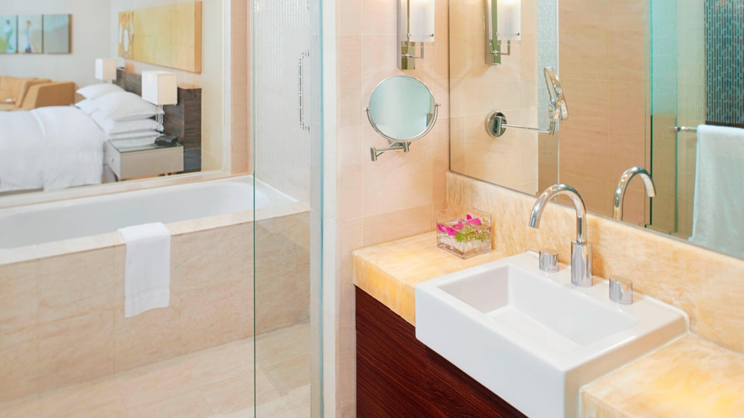 Salle de bains de chambre Deluxe avec vue sur mer
