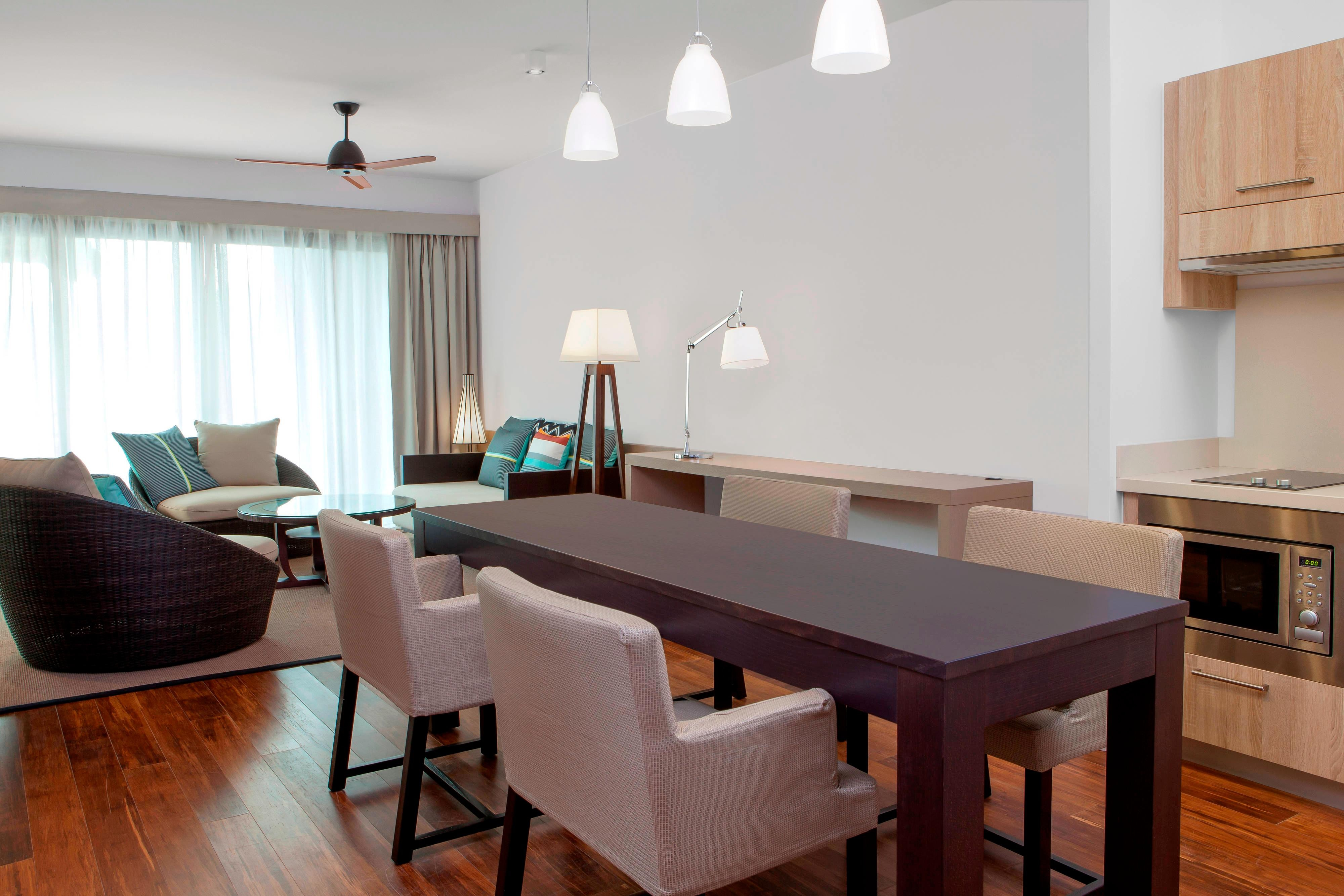 Traditional Domain or Superior Golf Suite - Dining Area