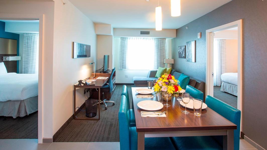 Sala de estar de la suite del hotel en el Bronx