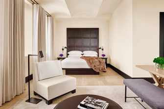 Quarto com cama king-size The New York EDITION