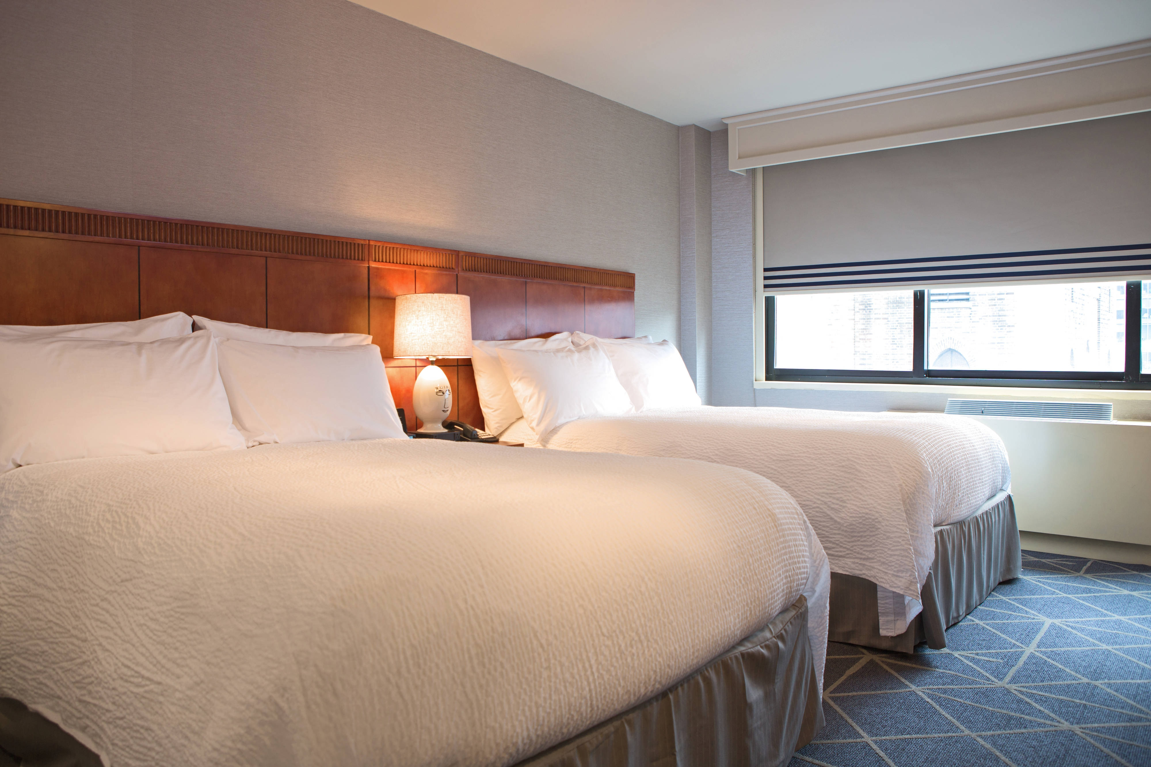 Camera con due letti matrimoniali