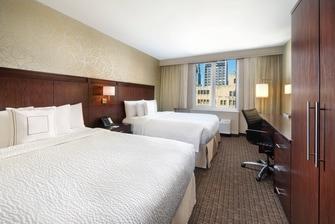 Номер с двумя двуспальными кроватями (Queen Size)—вид на город