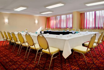 Garden City hotel meeting room