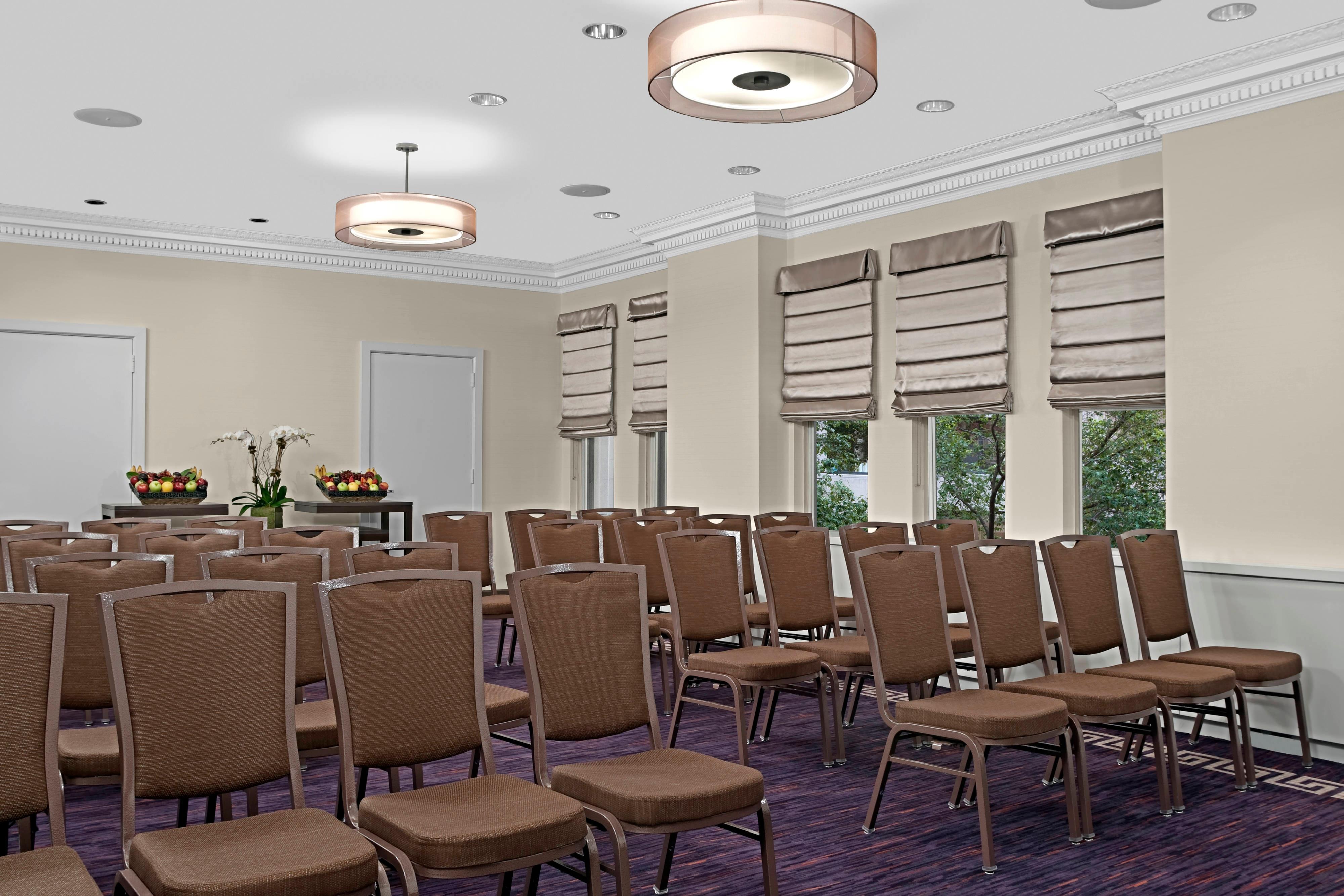 Espacio para reuniones del hotel, salas de reuniones, sala de juntas, espacio para eventos del hotel.
