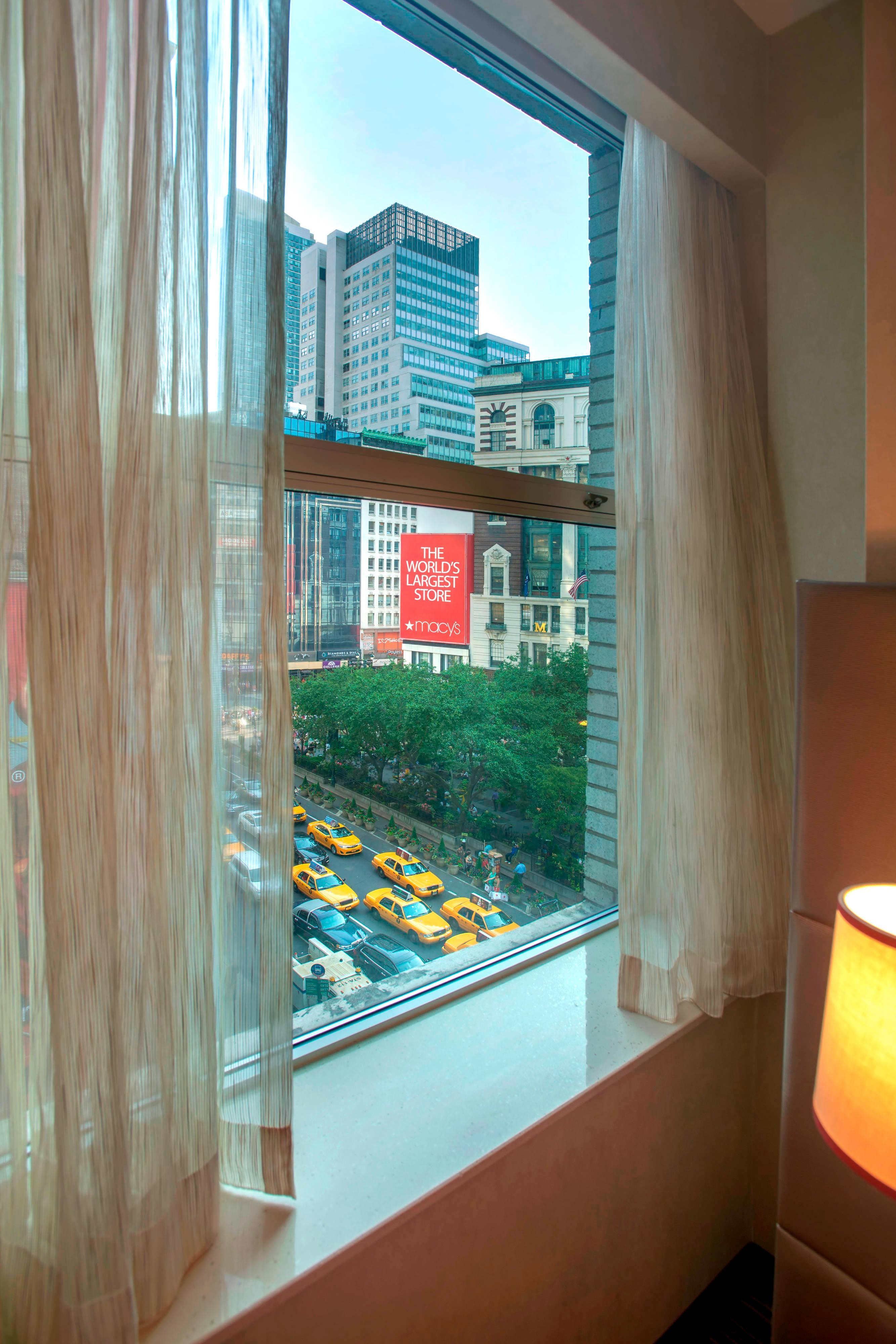 Courtyard New York Herald Square King Guest room