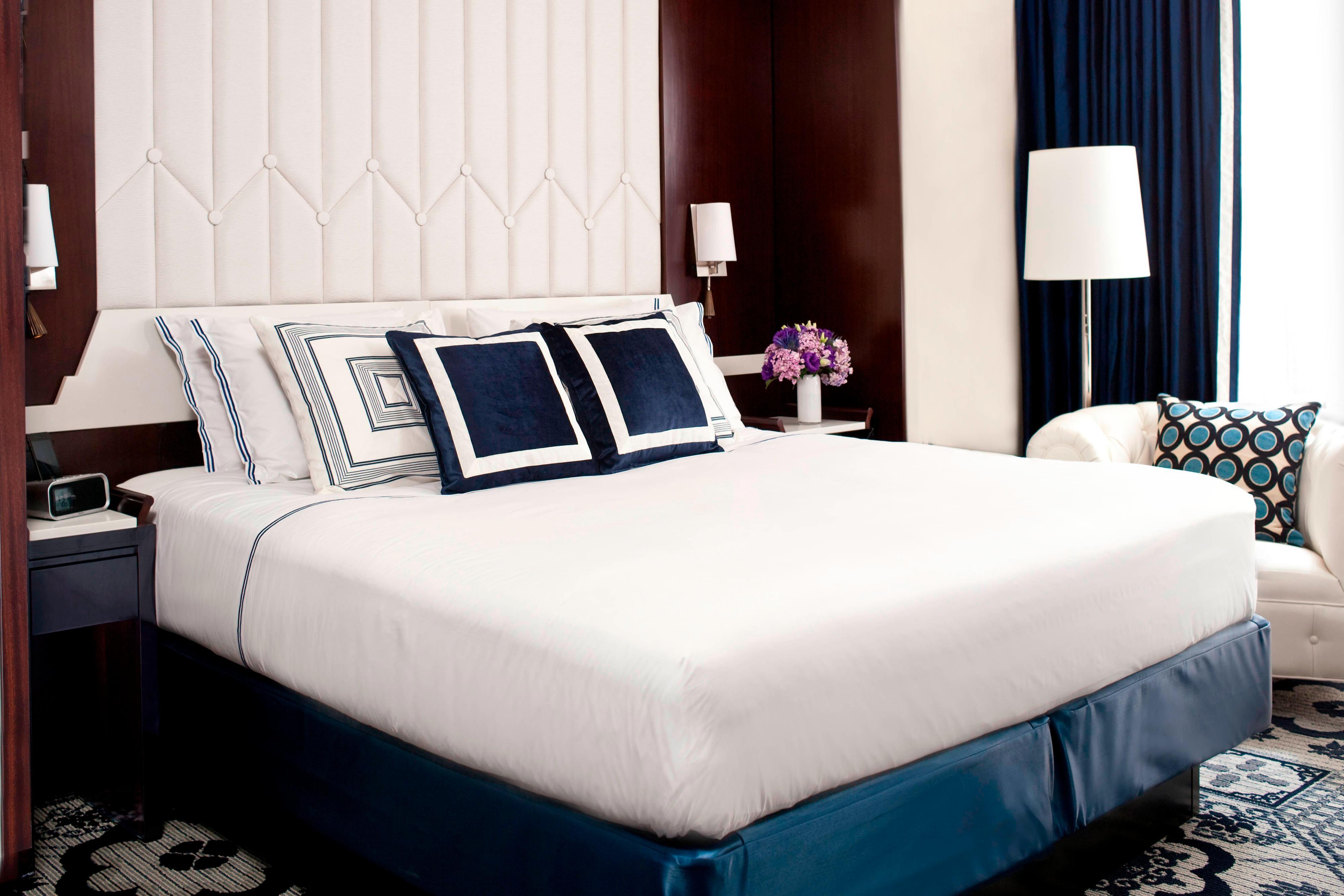 Студия с двуспальной кроватью (King)—вид на город