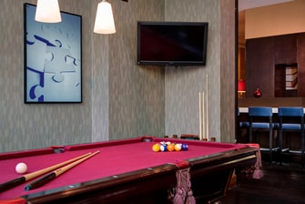 Hôtel avec tables de billard à Manhattan.