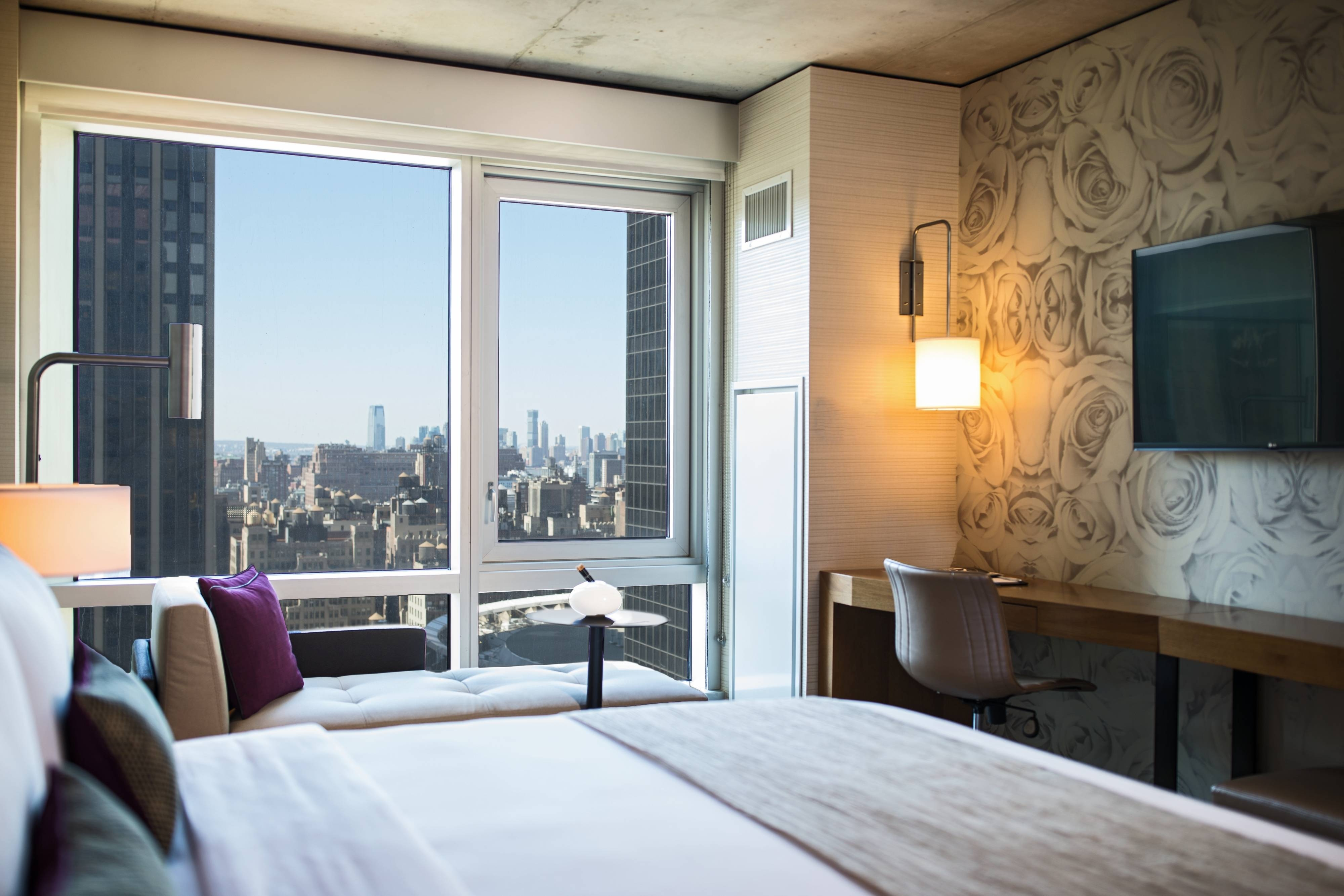 King Guest Room - Skyline View