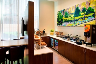 nyc hotel with free breakfast