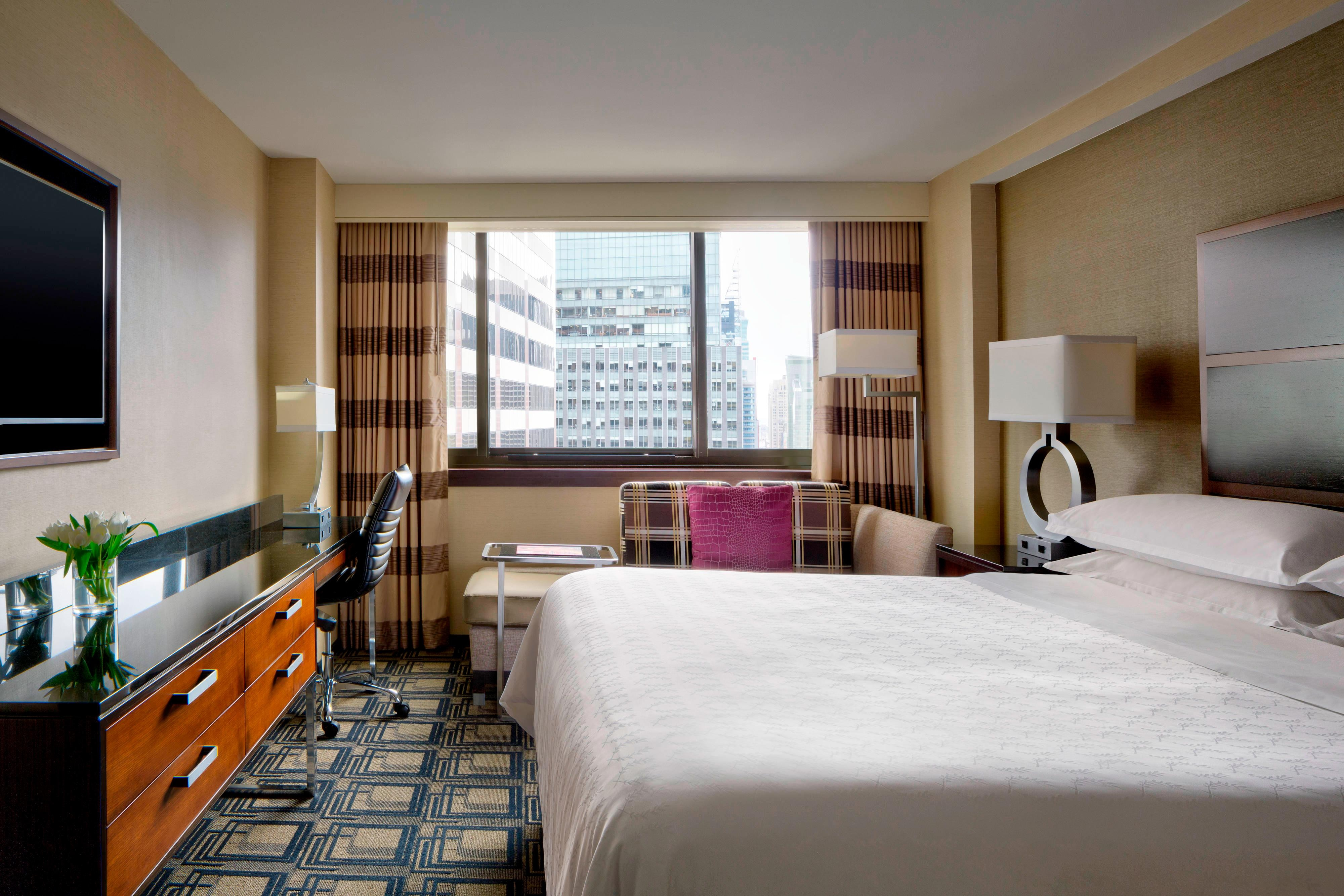 King Premier City View Guest Room