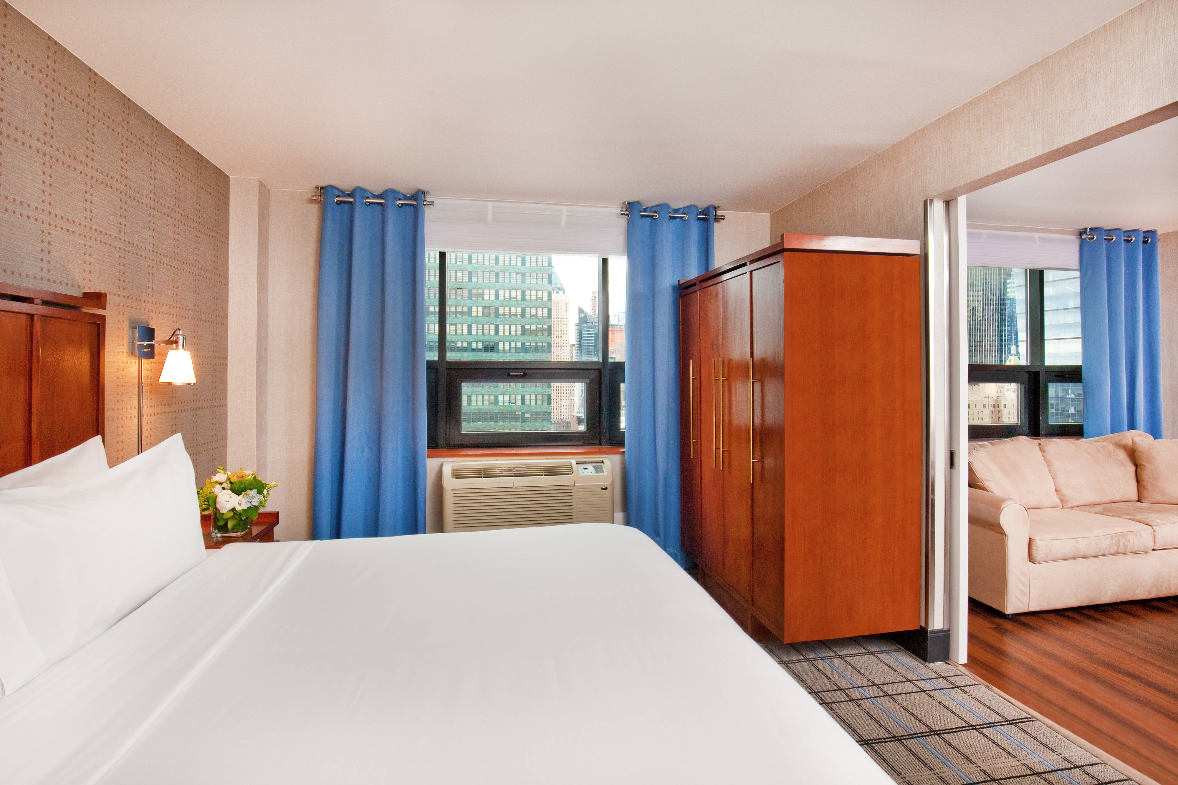 One Bedroom Suite, City View, 1 King Bed