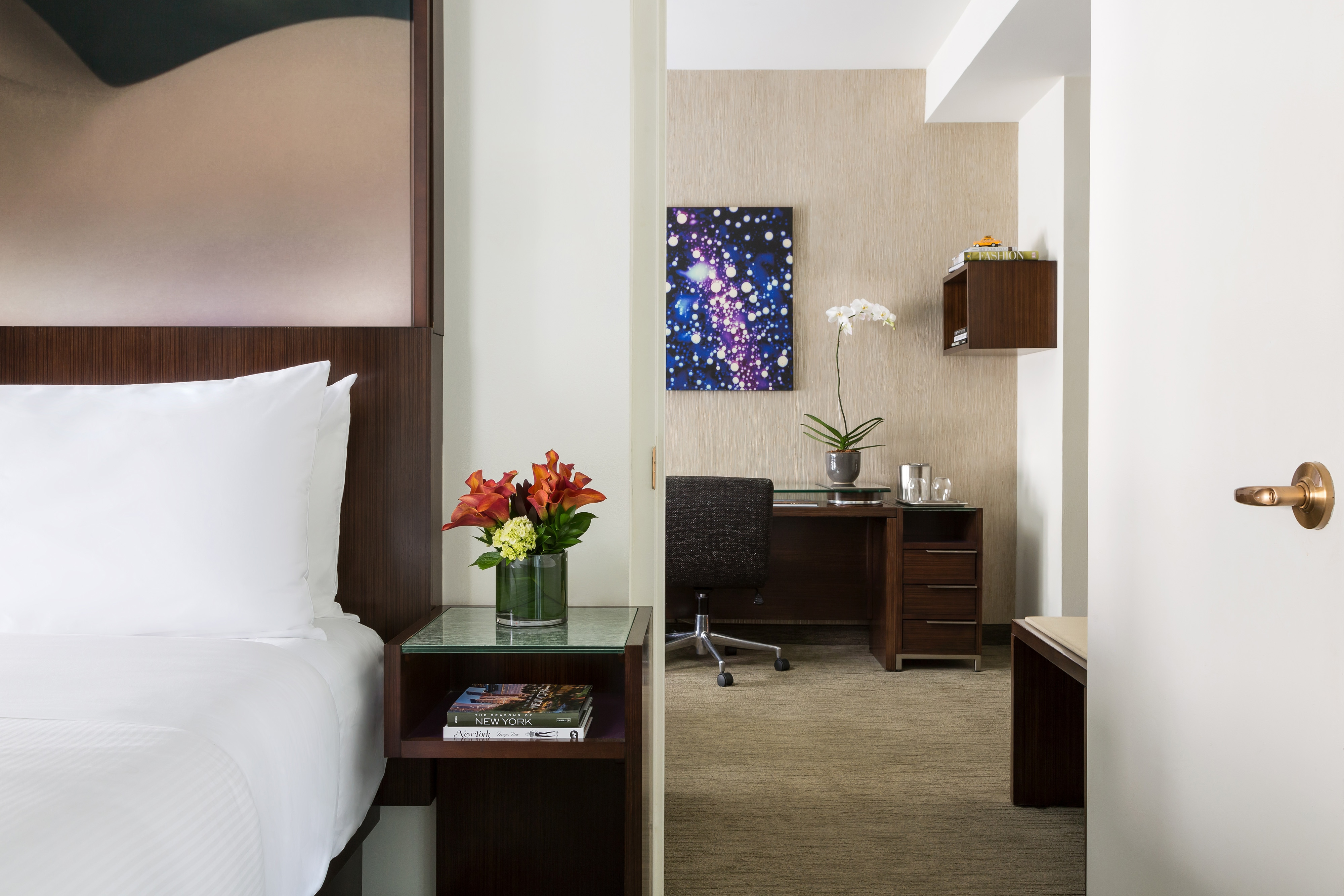 Midtown manhattan hotel rooms the maxwell new york city - Hotel suites new york city 2 bedrooms ...
