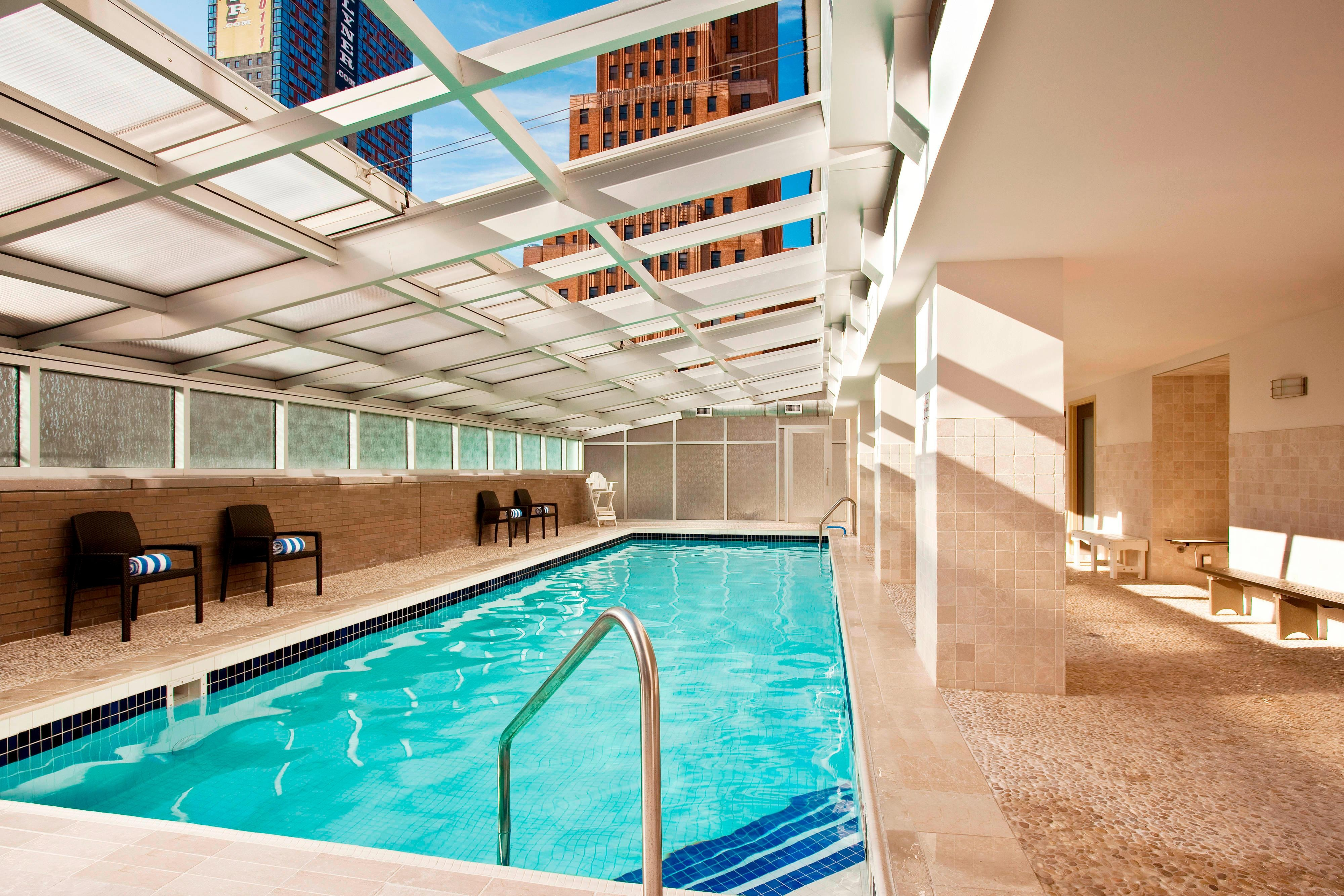 Pool with retracTable roof