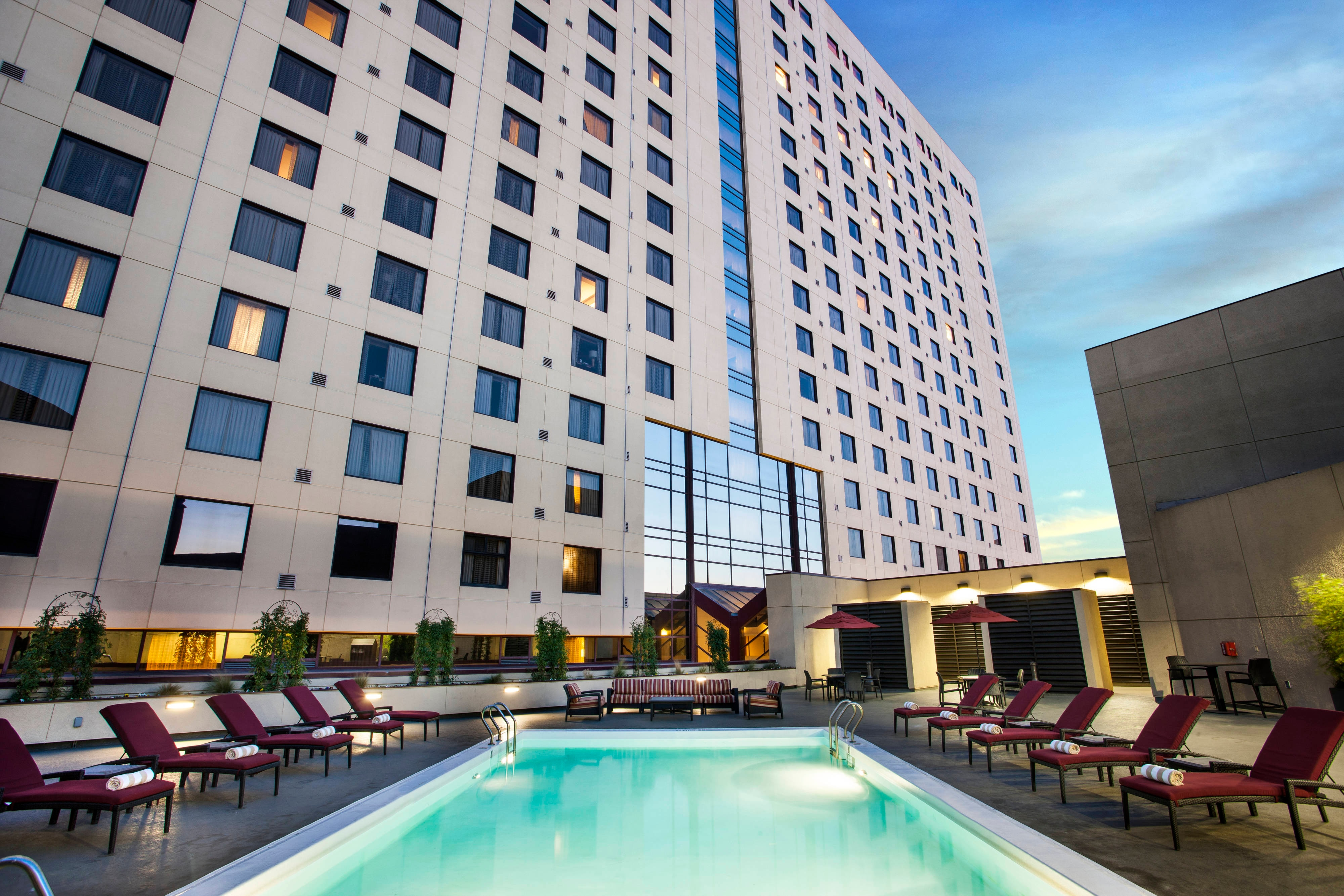 Oakland Hotel Heated Outdoor Pool