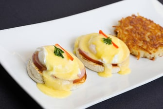 Market Café & Bar - Eggs Benedict