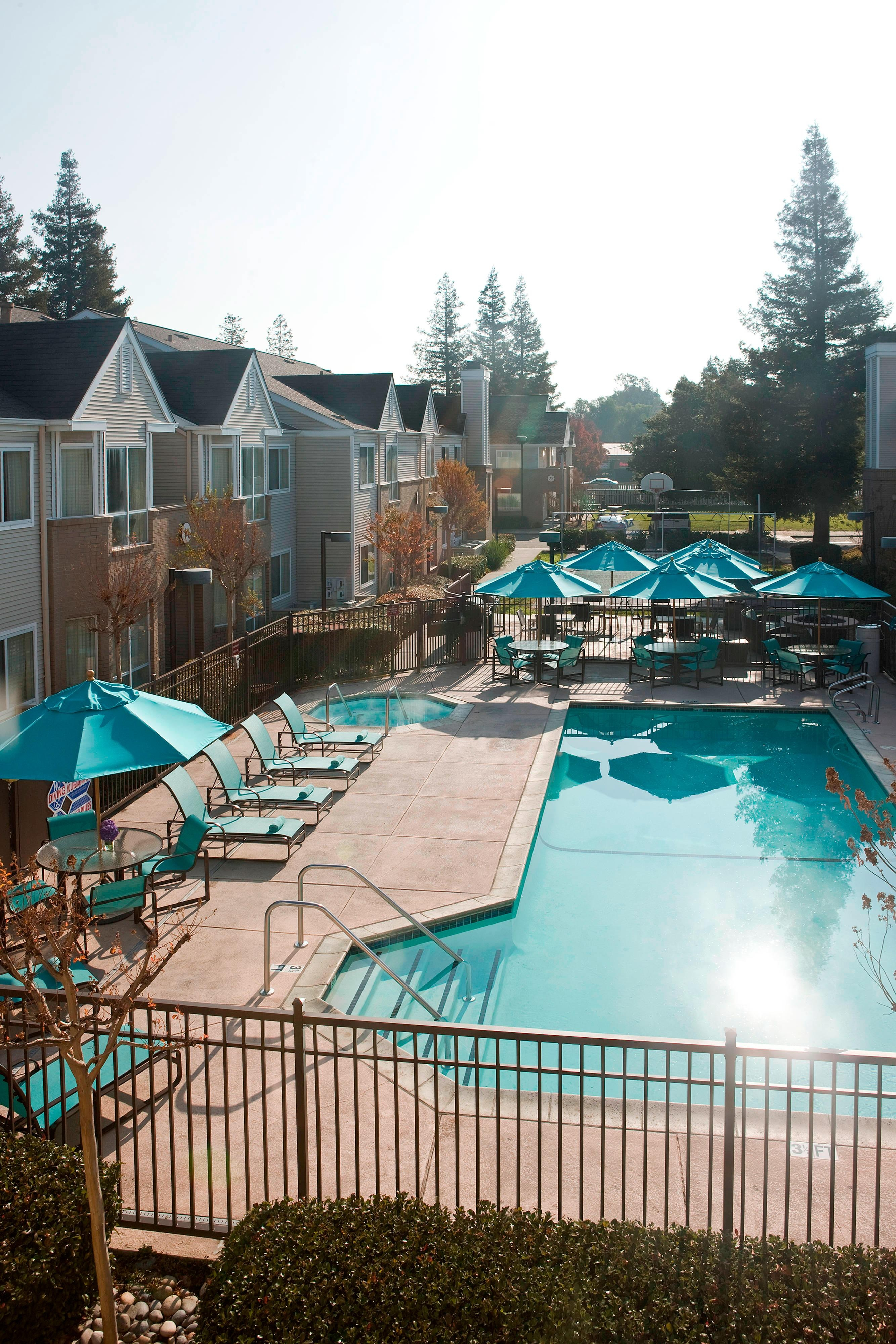 Oakland outdoor hotel pool
