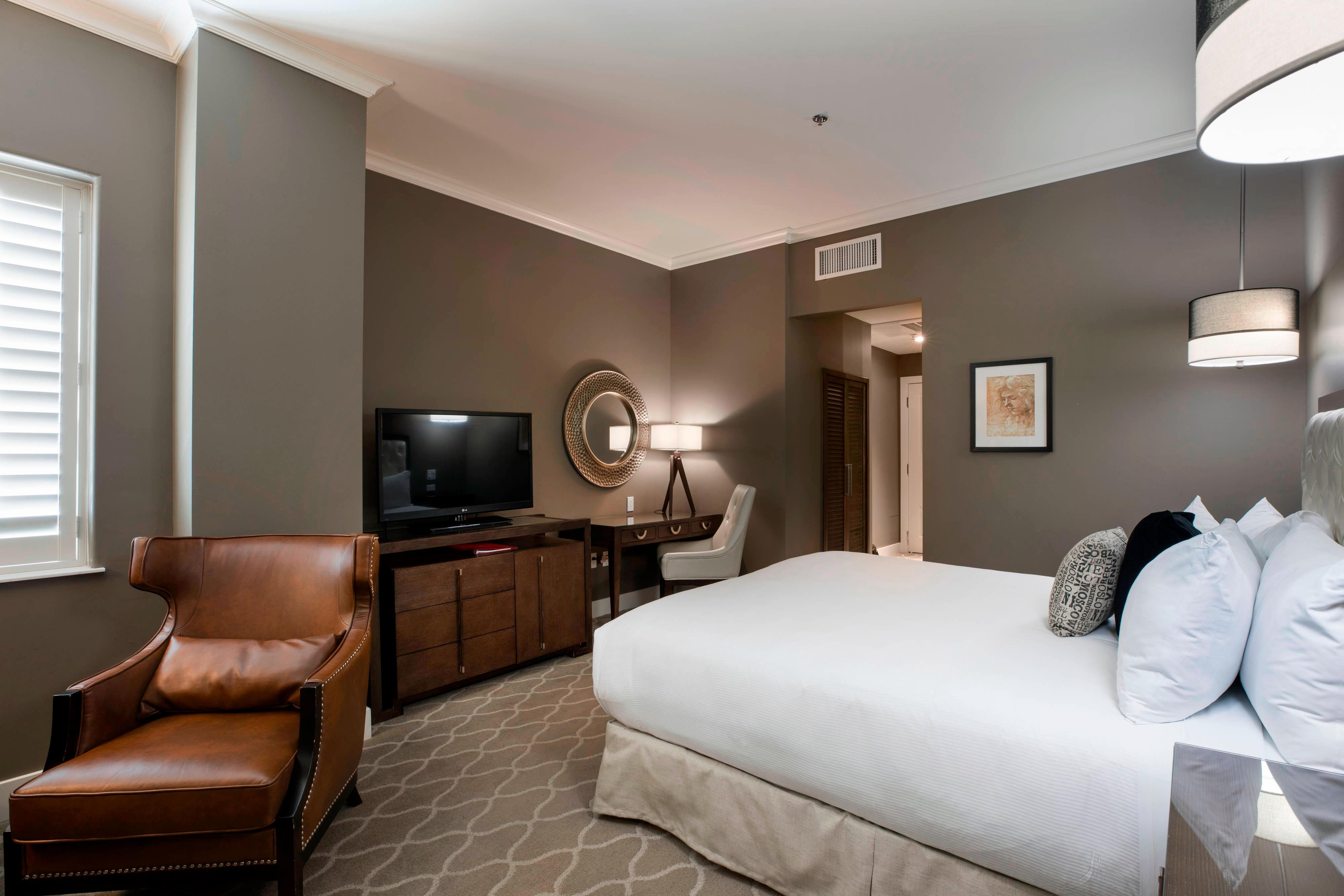 King Executive Guest Room - Bedroom