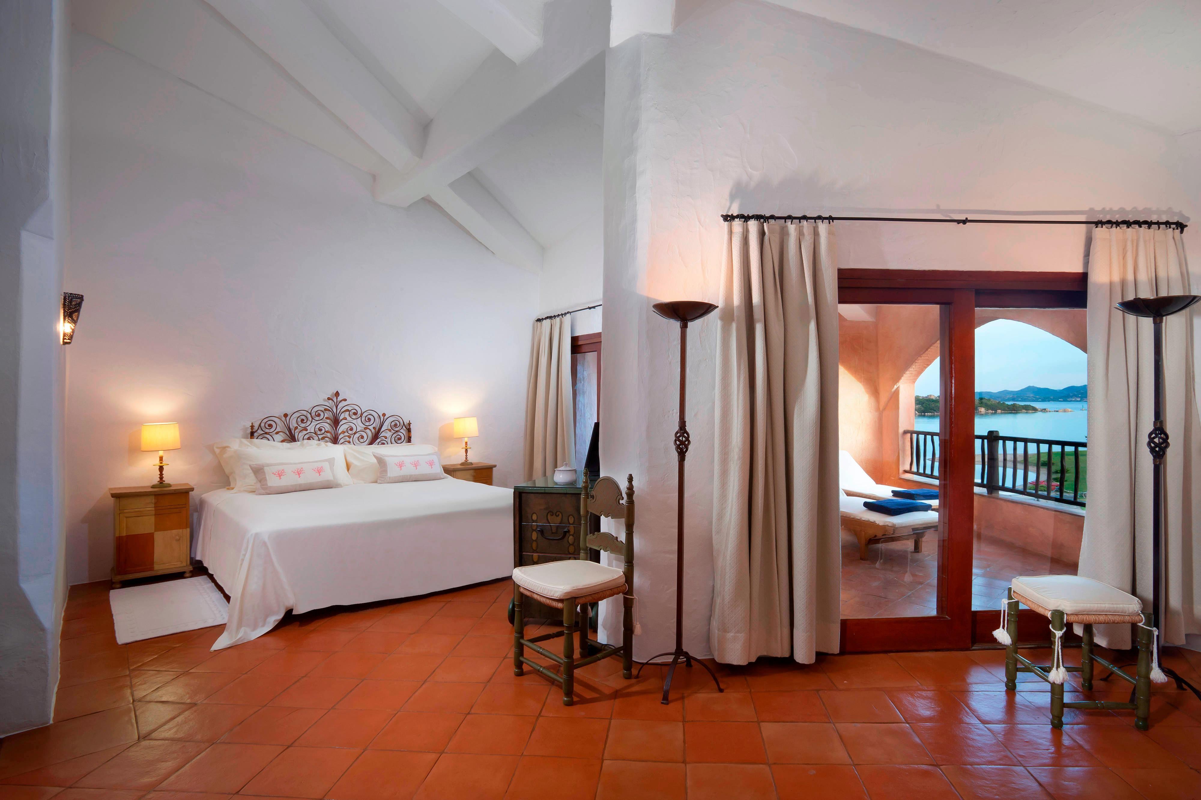 Premium Suite - Bedroom Sea View