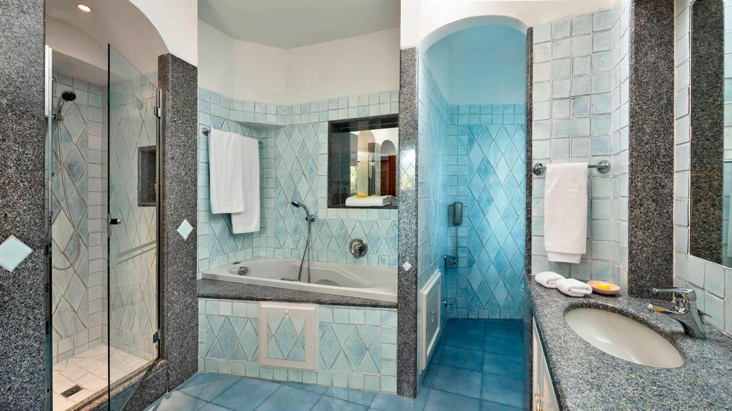 Люкс с двумя спальнями– ванная комната