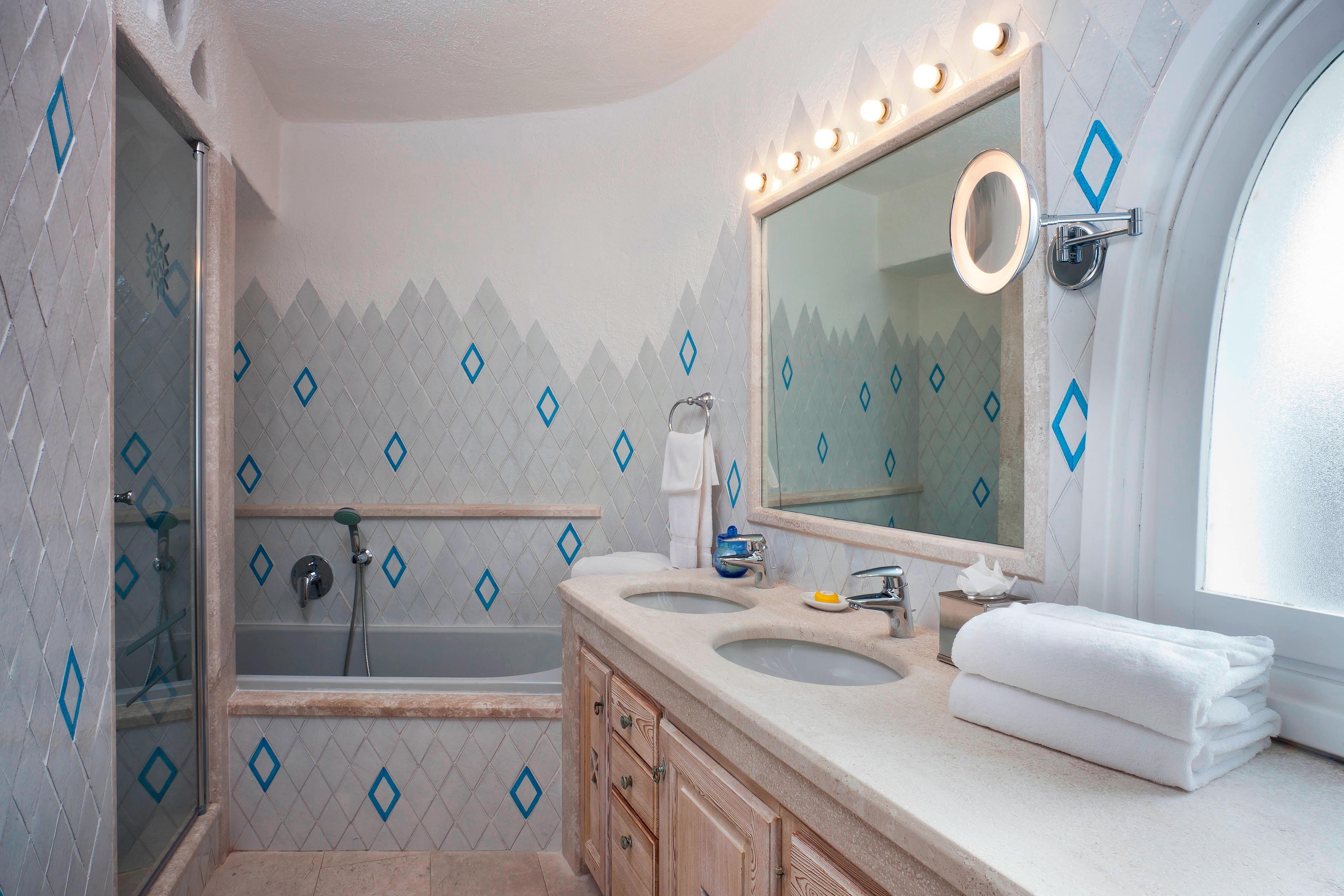 Unique Junior Suite - Bathroom