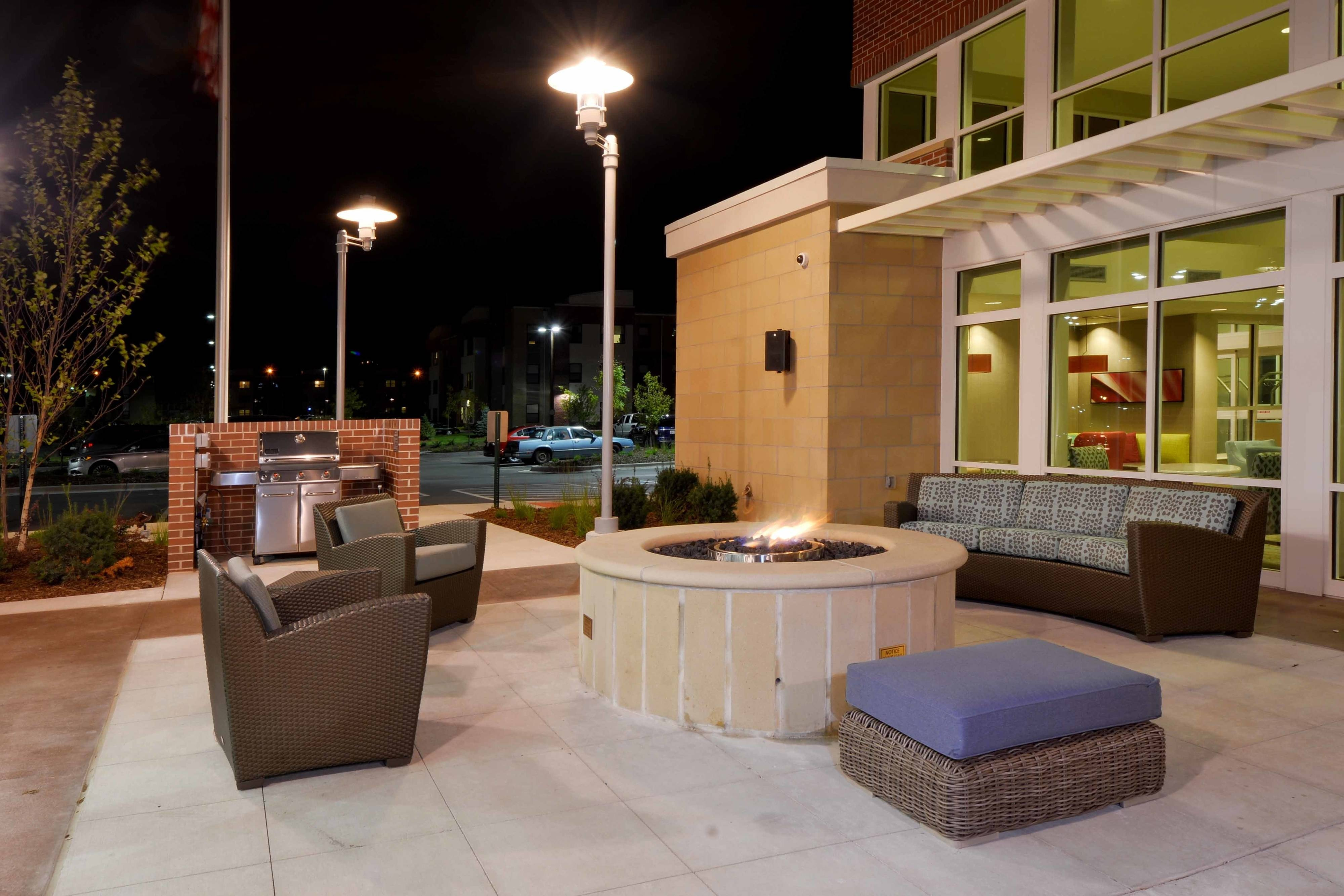 Fire pit & gas grill
