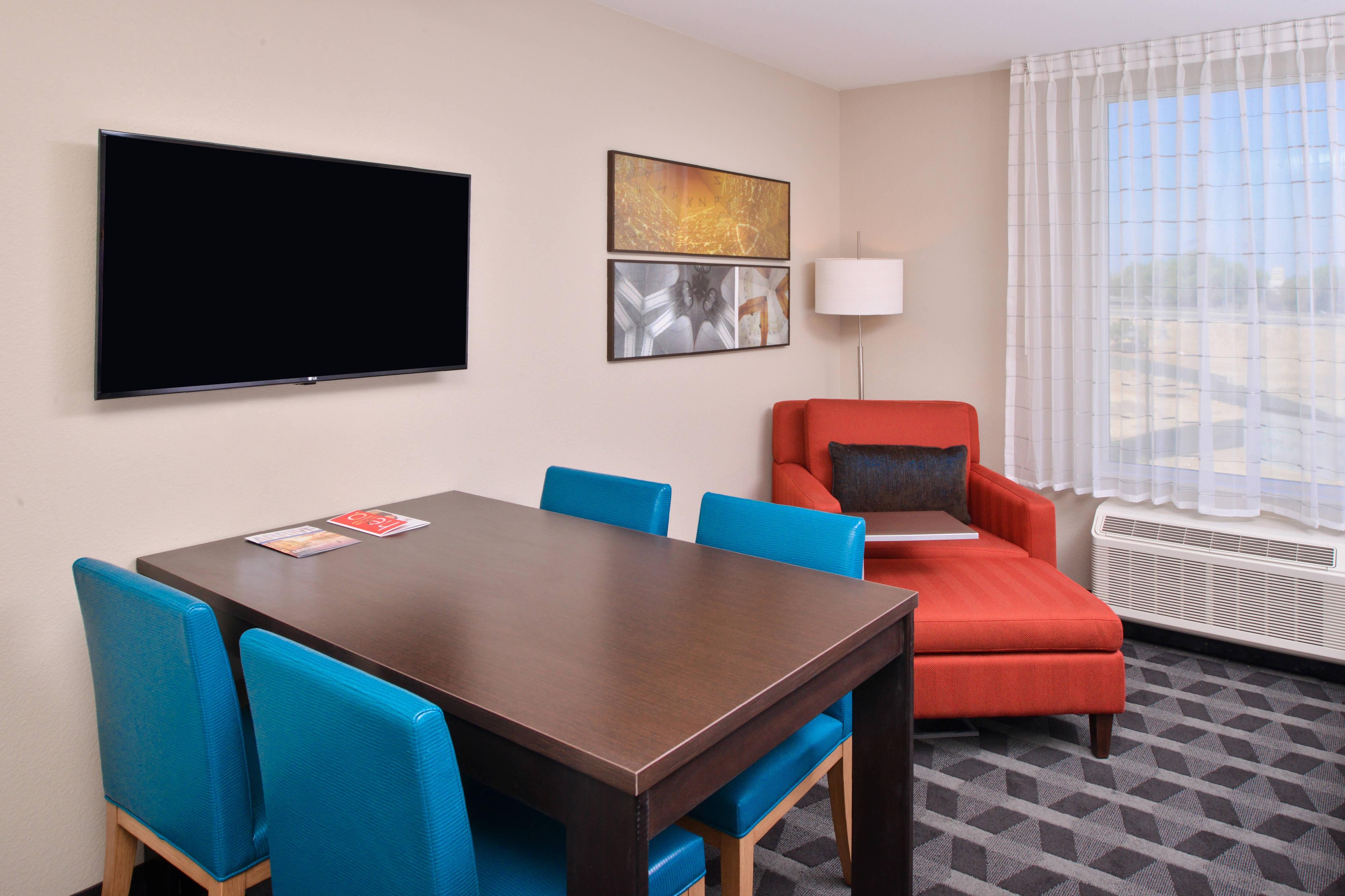 Queen/ Queen Studio Suite - Living Area