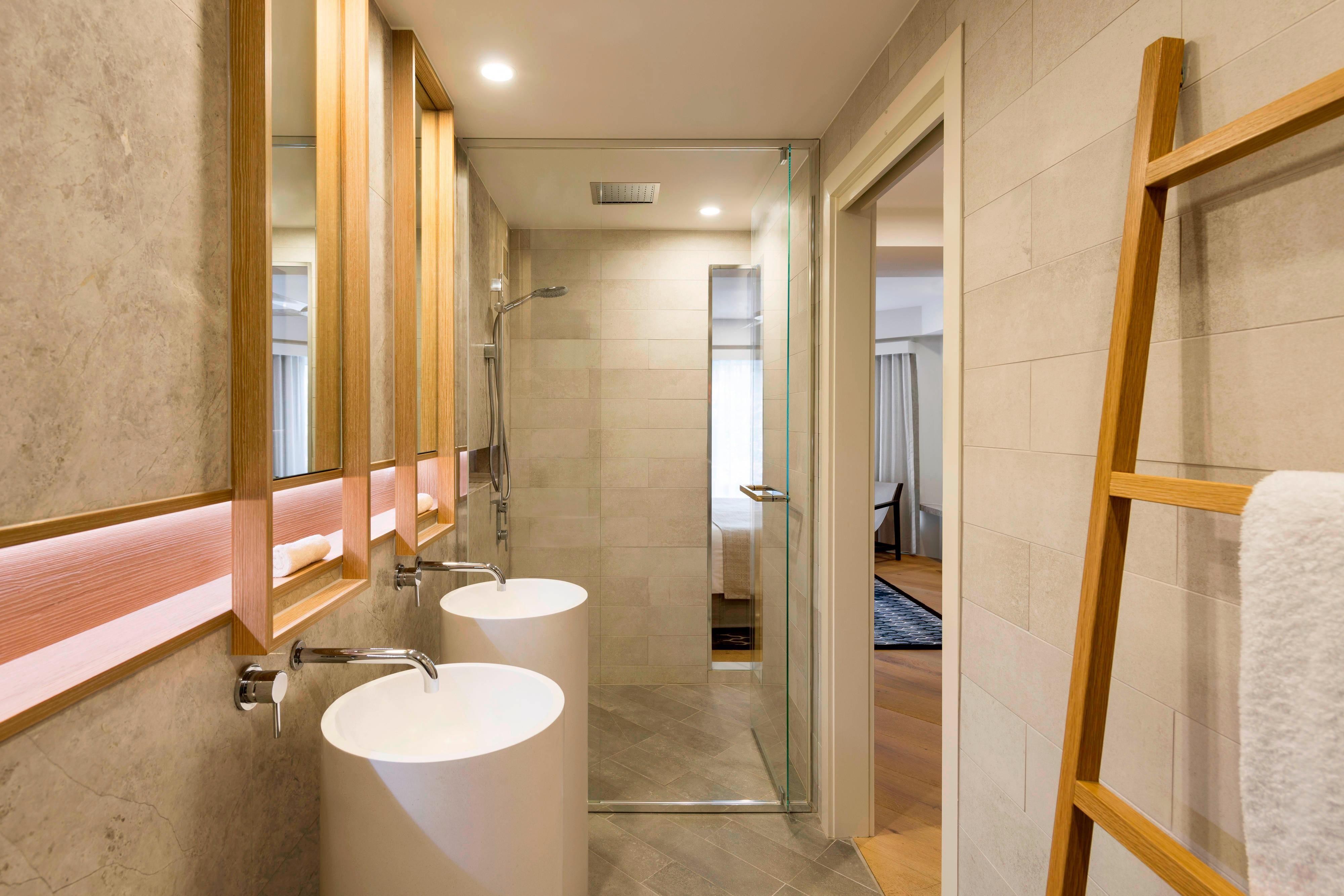 Pacific Mirage Villa Main Bathroom