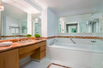 Gold Coast hotel suite bathroom