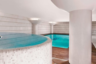 Piscina coberta no THE SPA