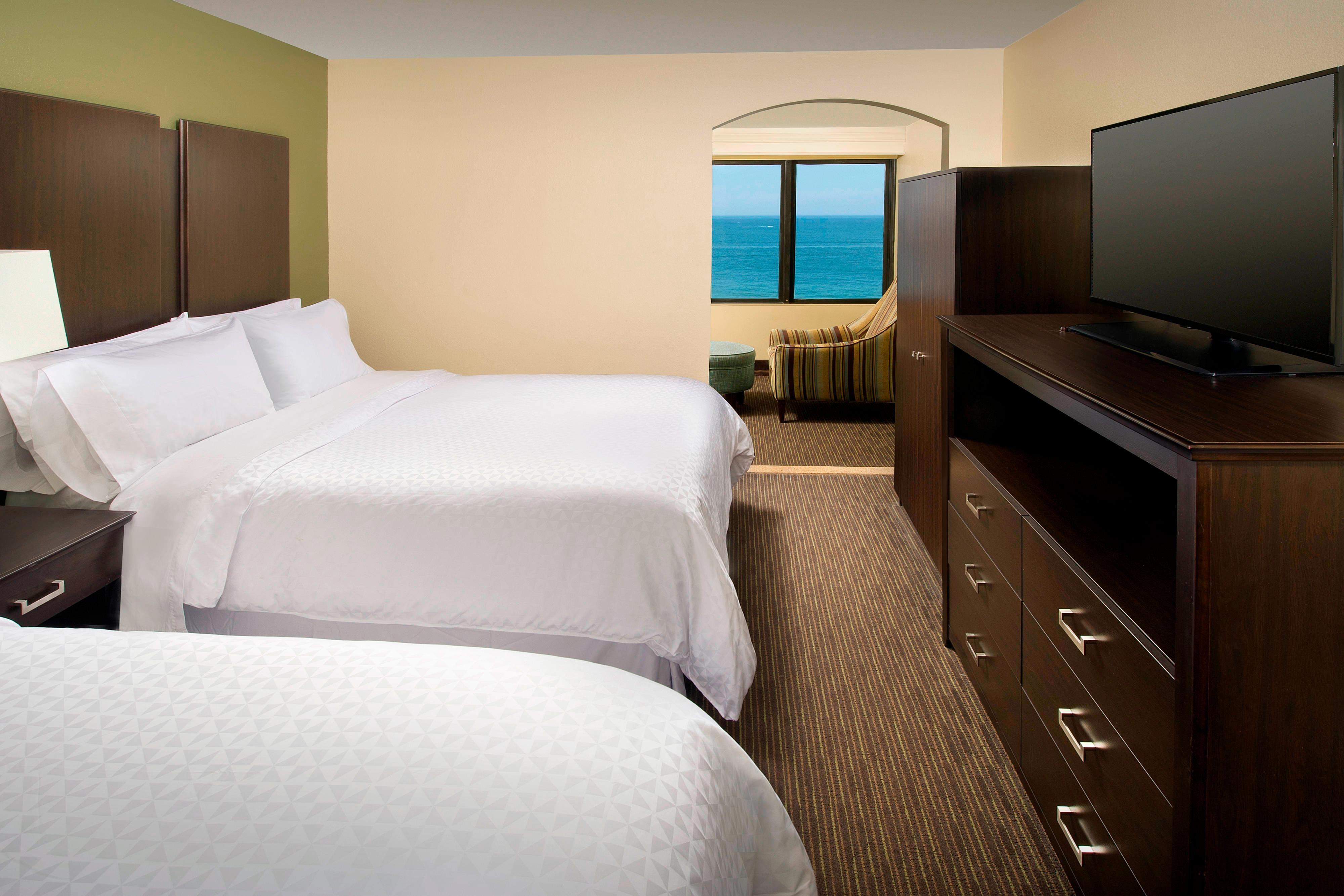 Queen Suite - Bedroom Room